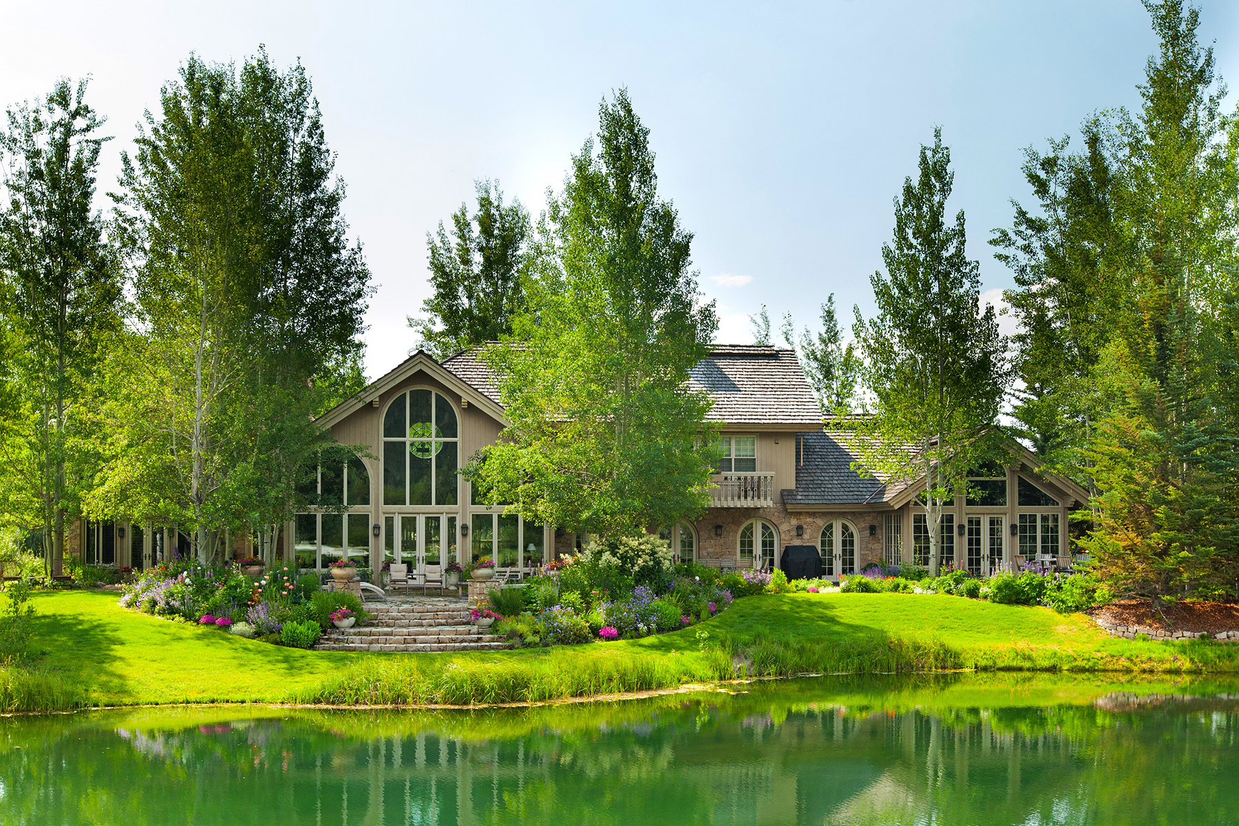 Single Family Homes 为 销售 在 Timeless Teton Pines Estate 4275 GREENS PLACE 威尔逊, 怀俄明州 83014 美国