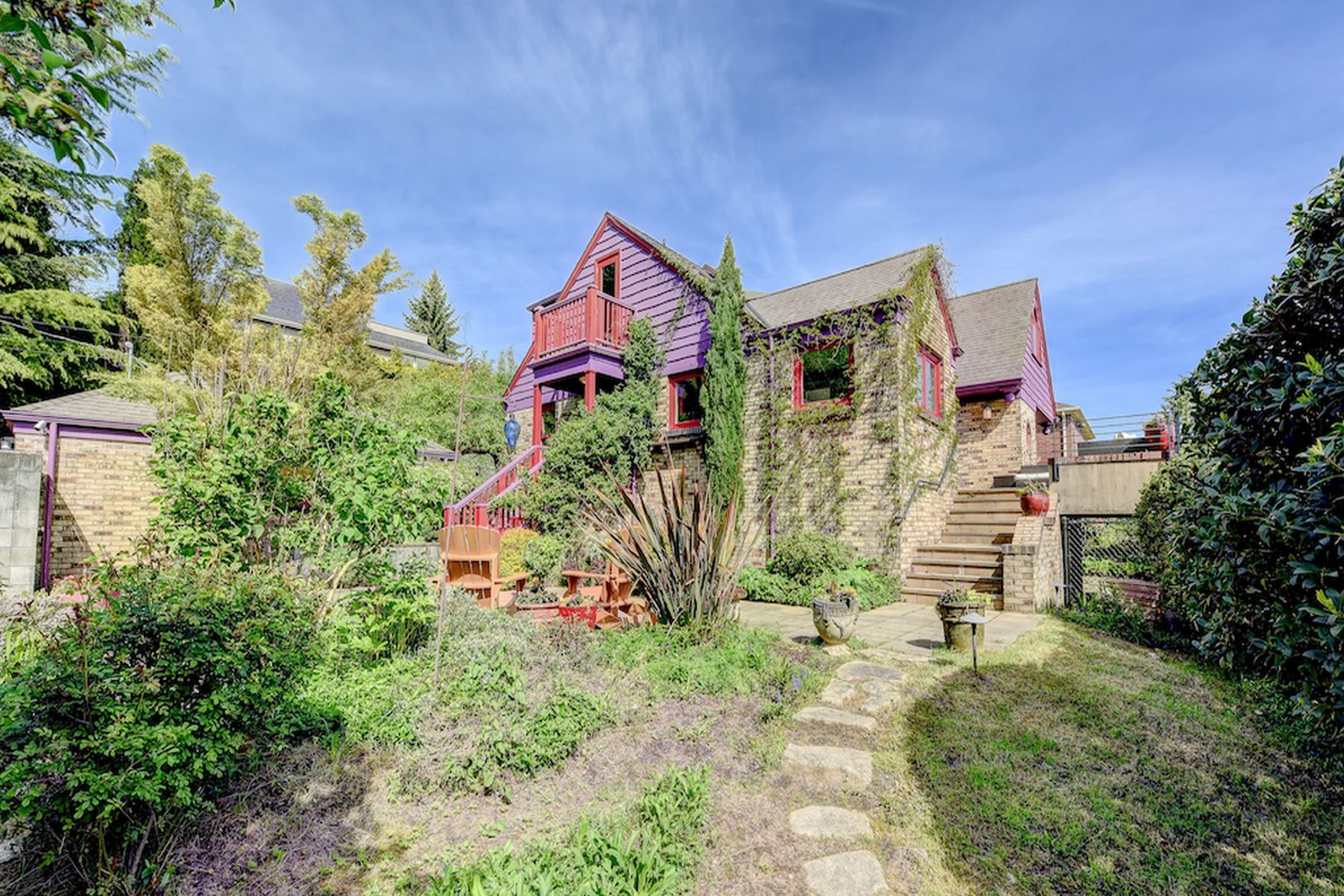 Частный односемейный дом для того Продажа на Renovated Woodland Park Craftsman 5907 Linden Ave N Seattle, Вашингтон, 98103 Соединенные Штаты