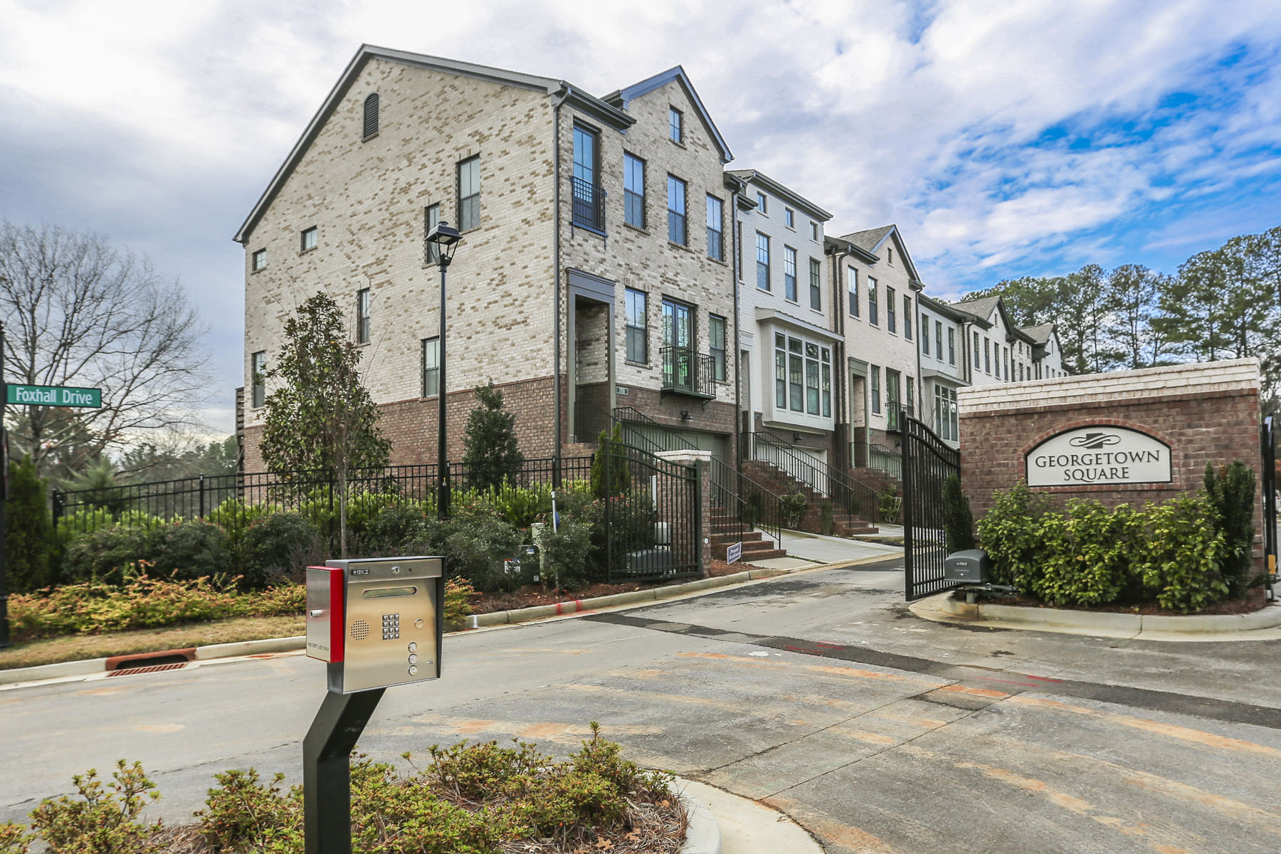 Herenhuis voor Verkoop op New Construction Townhome in the Heart of Dunwoody 4330 Georgetown Square Unit 15 Dunwoody, Georgië 30338 Verenigde Staten