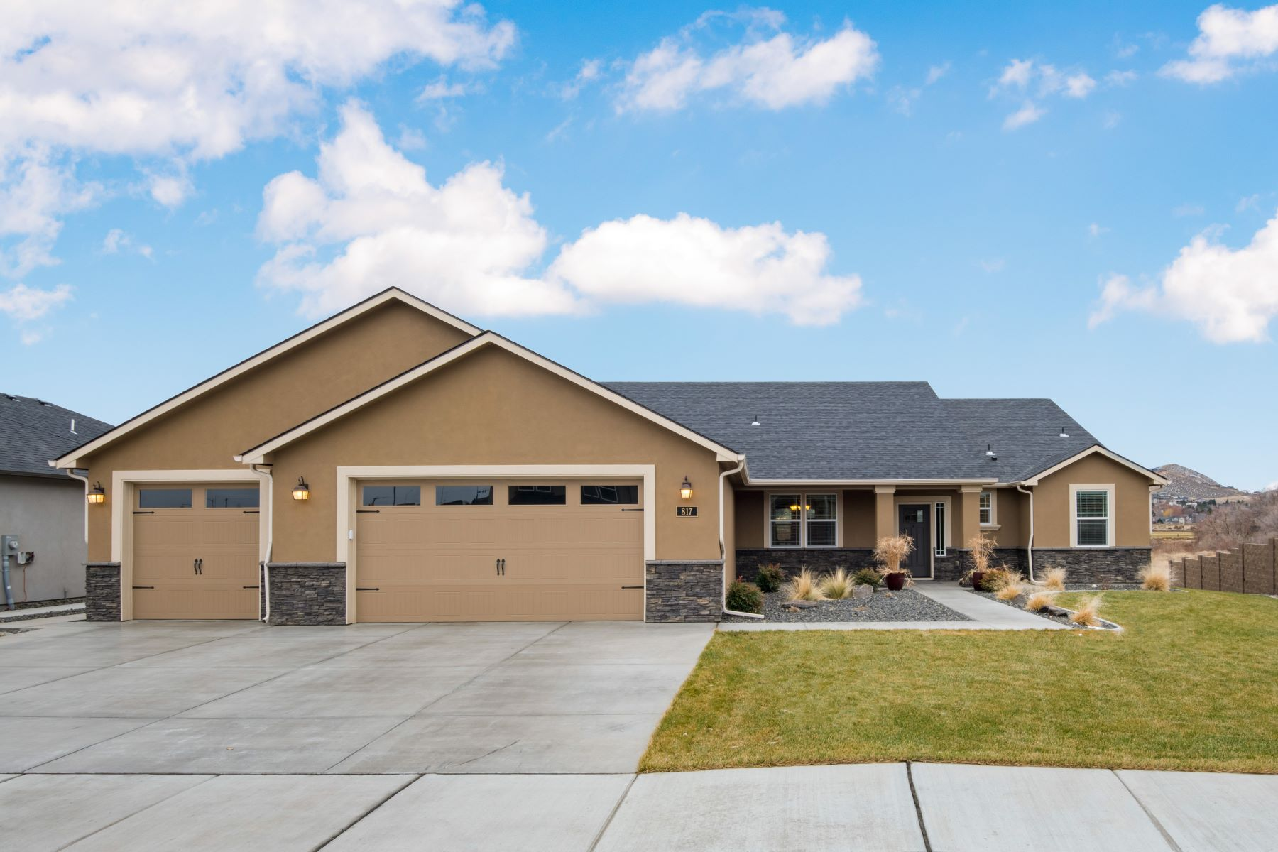 Single Family Homes for Sale at Backs Up to Wildlife Reserve & Walking Path 817 Meadows Drive South Richland, Washington 99352 United States