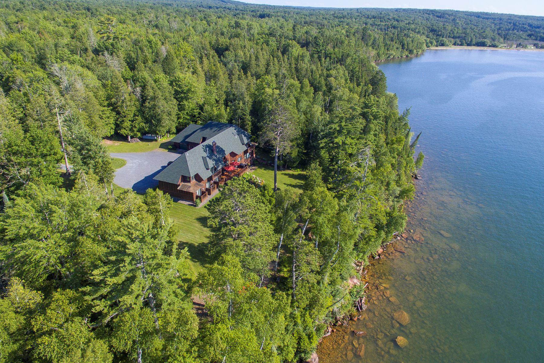 Single Family Homes 為 出售 在 Cornucopia, 威斯康辛州 54827 美國