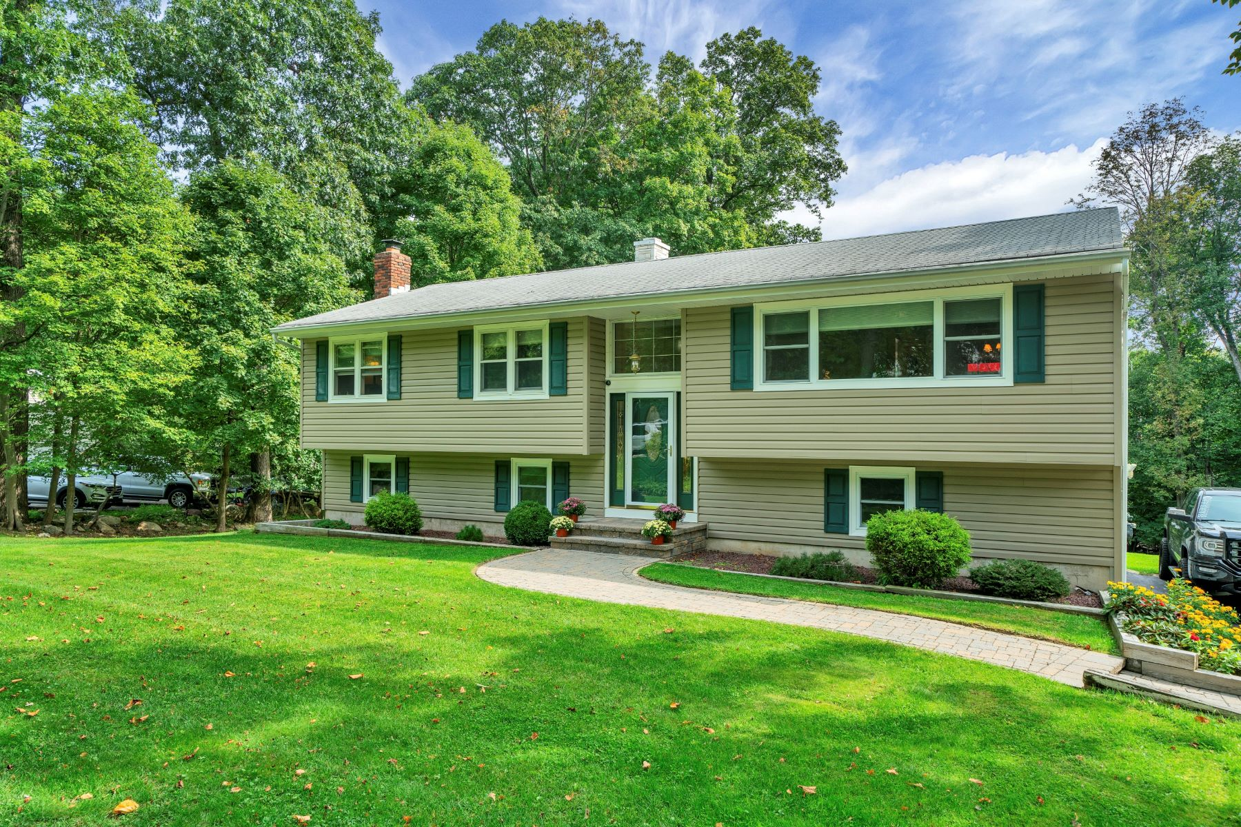 Single Family Homes for Active at Wonderful Neighborhood Setting 14 Crest Drive Long Valley, New Jersey 07853 United States