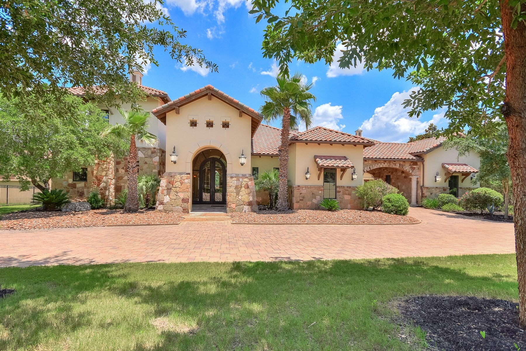 Additional photo for property listing at 9113 Camelback Dr 9113 Camelback Dr Austin, Texas 78733 United States