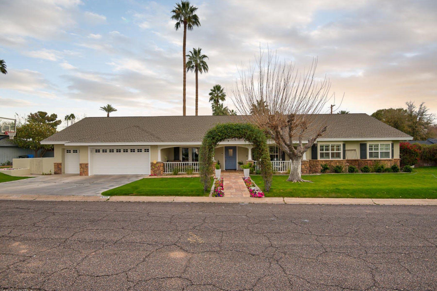 واحد منزل الأسرة للـ Sale في Arcadia Charmer 4111 N 52nd St, Phoenix, Arizona, 85018 United States