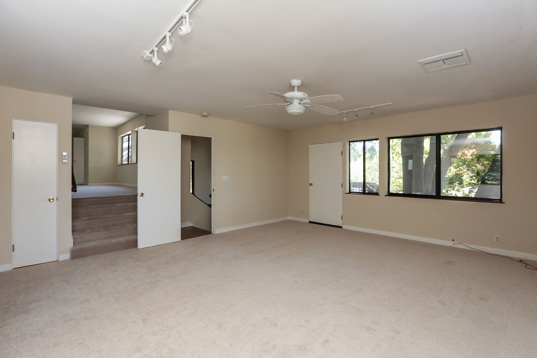 Additional photo for property listing at 3433 Kenneth Dr  Palo Alto, California 94303 United States