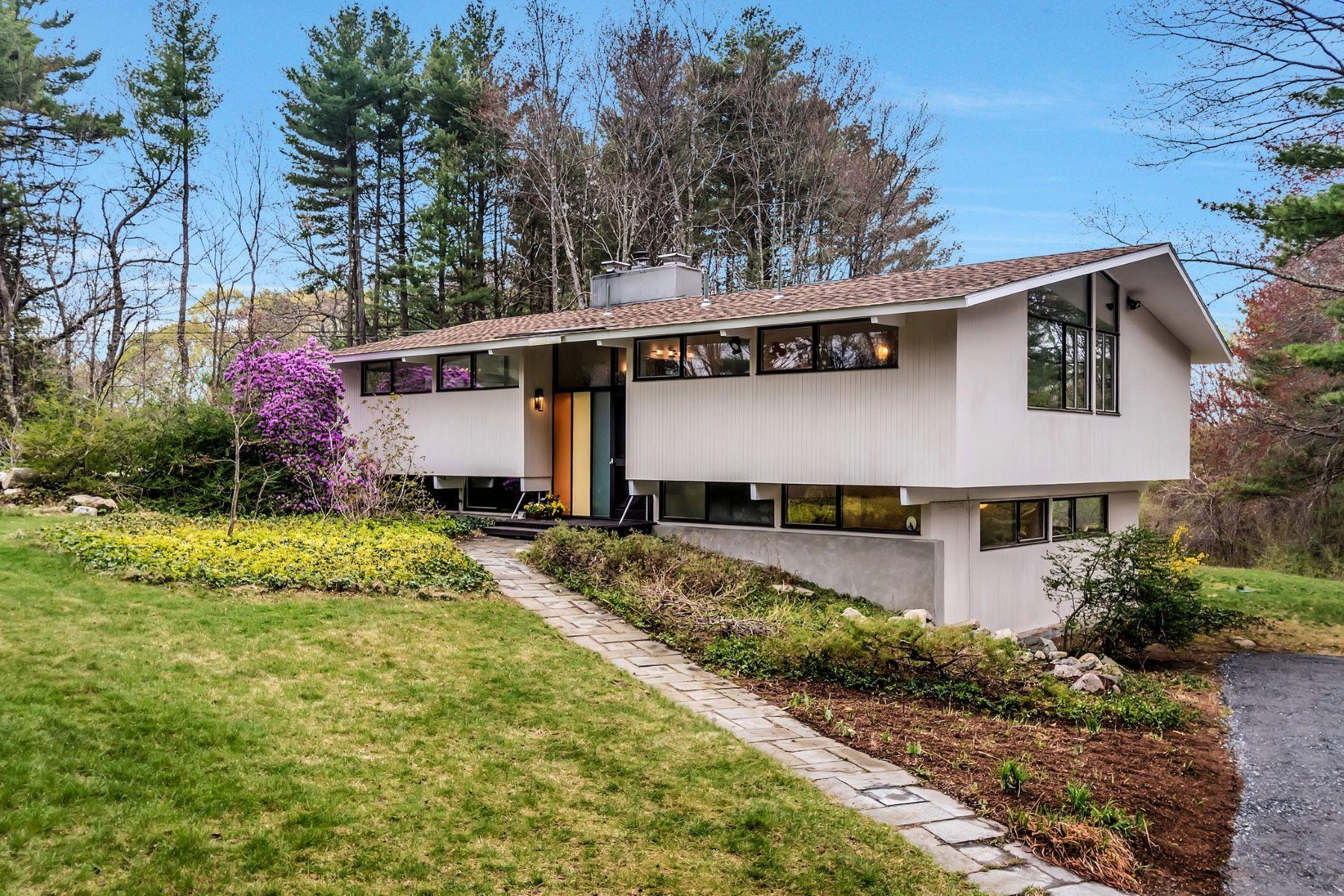 Maison unifamiliale pour l Vente à Natural Escape Abutting Mass Audubon 8 Boyce Farm Road Lincoln, Massachusetts, 01773 États-Unis