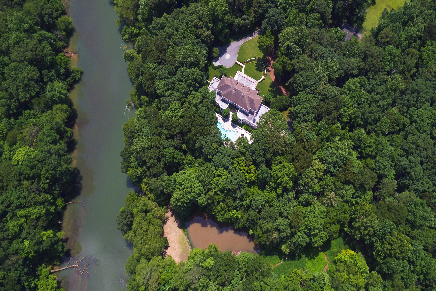 Additional photo for property listing at Situated On The Chattahoochee On 14+/- Private Acres 60 Sherington Place, Atlanta, Джорджия 30350 Соединенные Штаты