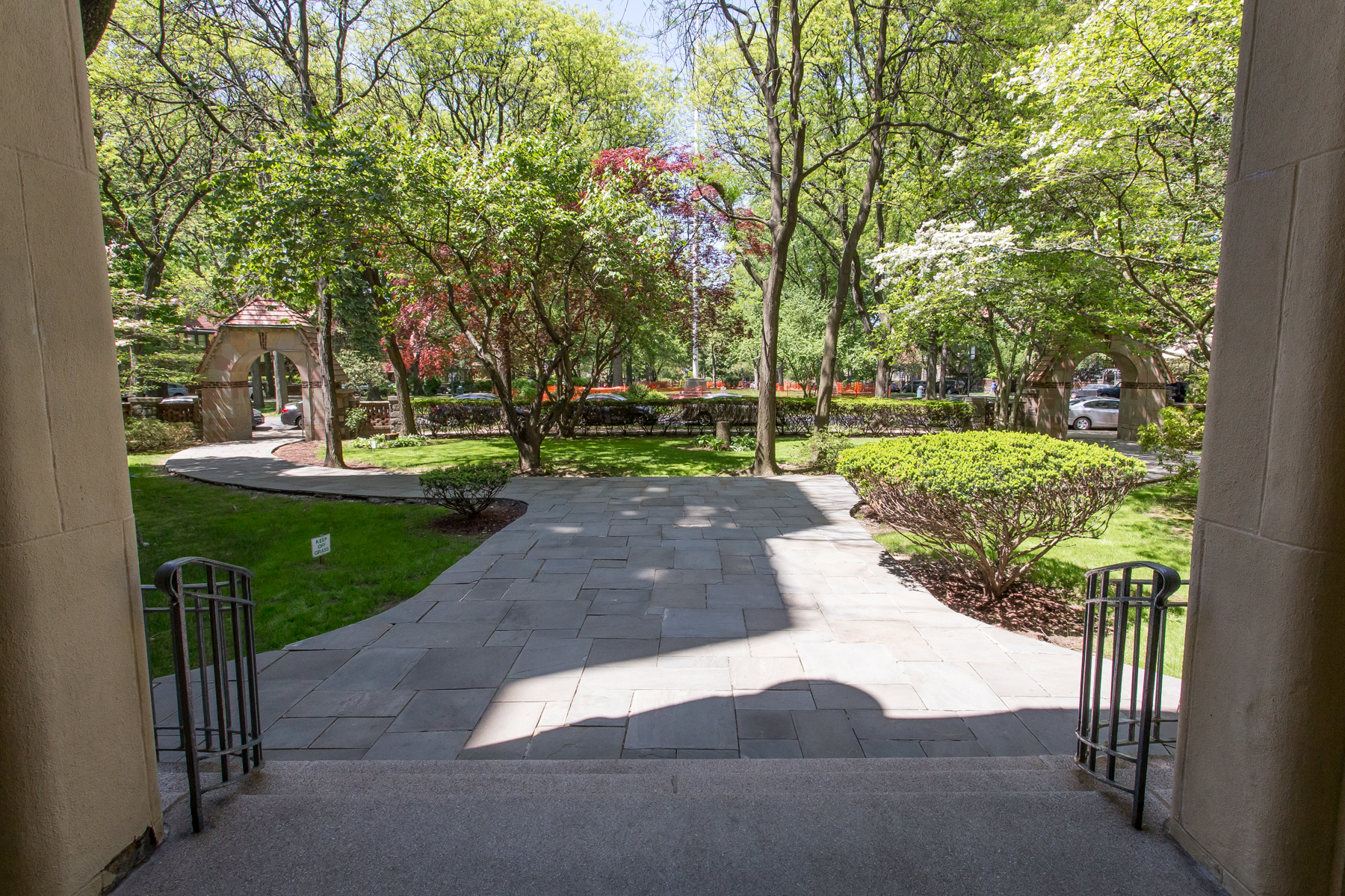 "Additional photo for property listing at ""BRIGHT RENOVATED APARTMENT IN THE HEART OF FOREST HILLS GARDENS"" 150 Greenway Terrace, Apt. 33E, Forest Hills Gardens, Forest Hills, 紐約州 11375 美國"