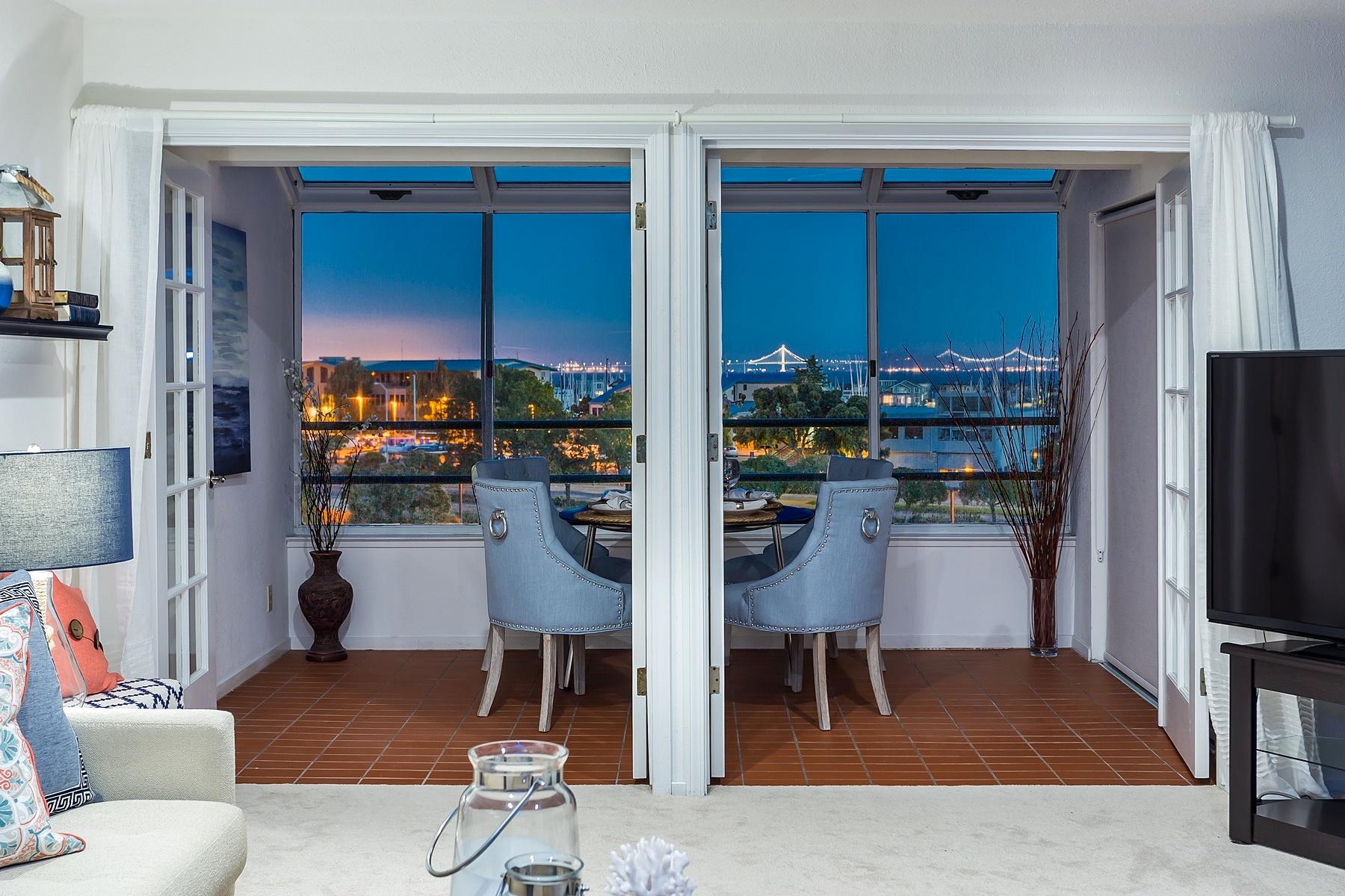 Кондоминиум для того Продажа на Enjoy Breathtaking Views Of The San Francisco Bay 1200 Brickyard Way Richmond, Калифорния 94682 Соединенные Штаты