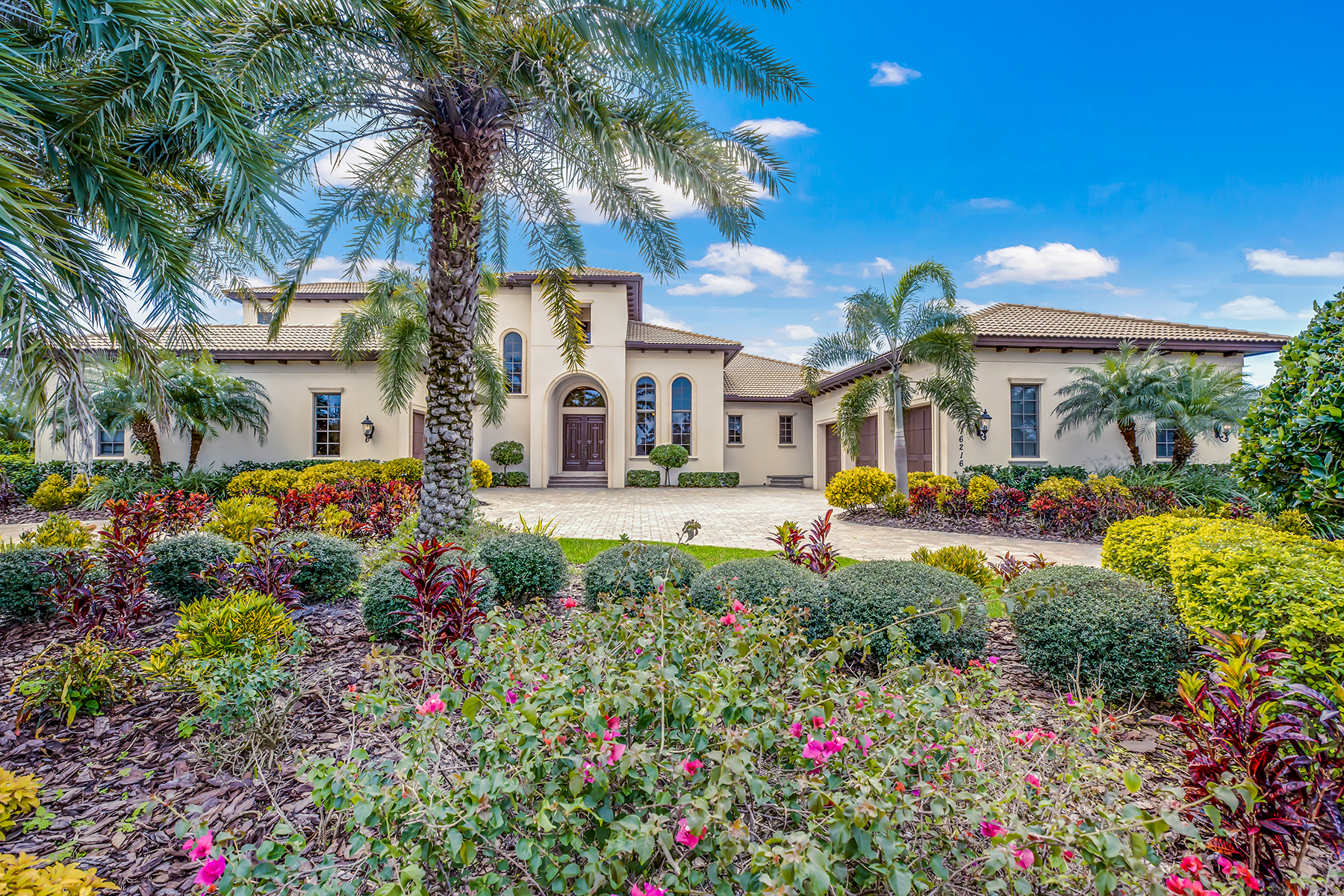 Single Family Homes for Active at THE LAKE CLUB 16216 Clearlake Ave Lakewood Ranch, Florida 34202 United States