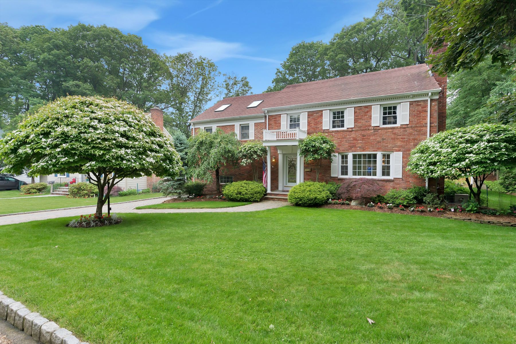 Single Family Home for Sale at Spectacular Residence 296 Partridge Run Mountainside, New Jersey 07092 United States