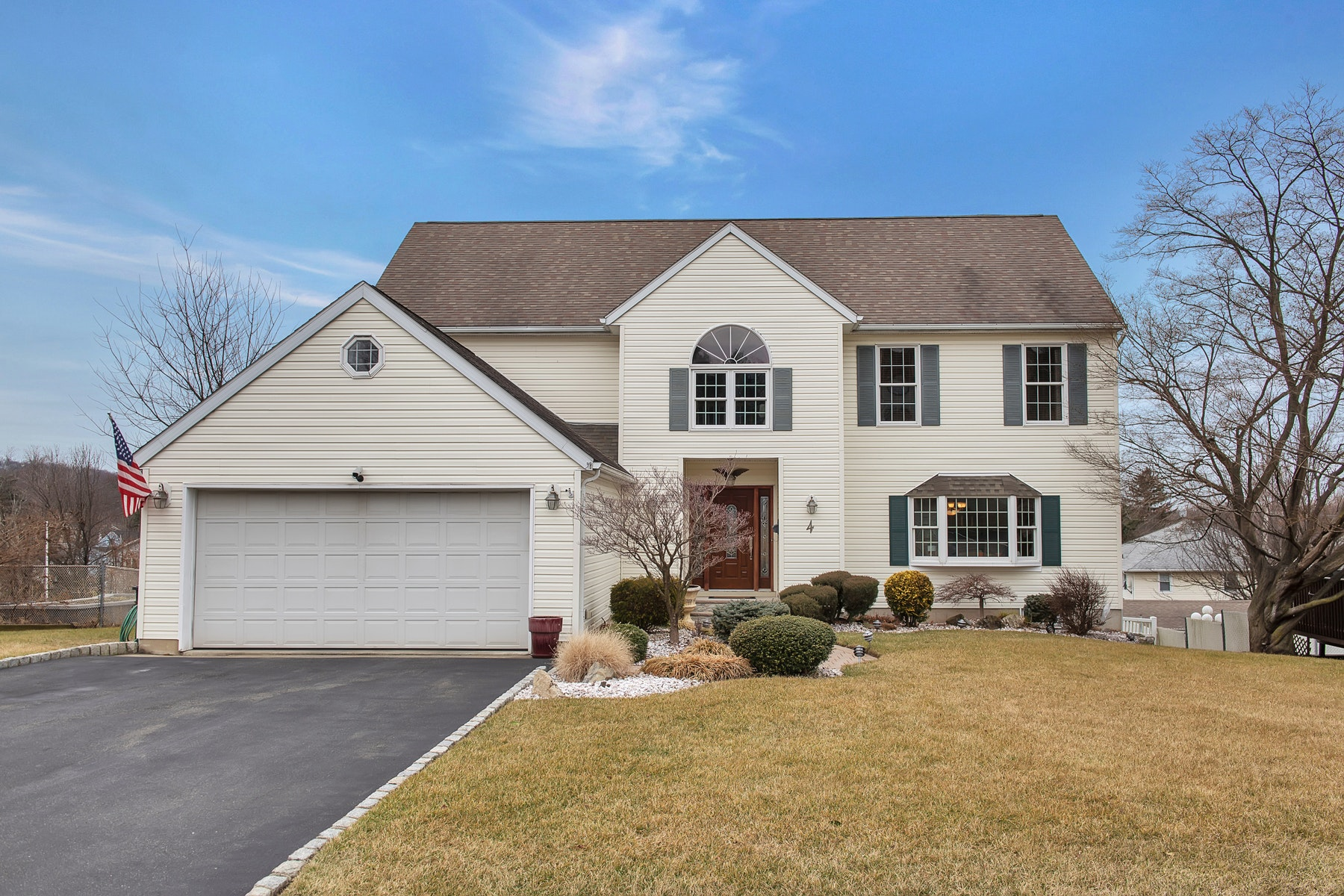 Single Family Home for Sale at Ideal Home for Entertaining 4 De Young Drive, Little Falls, New Jersey 07424 United States