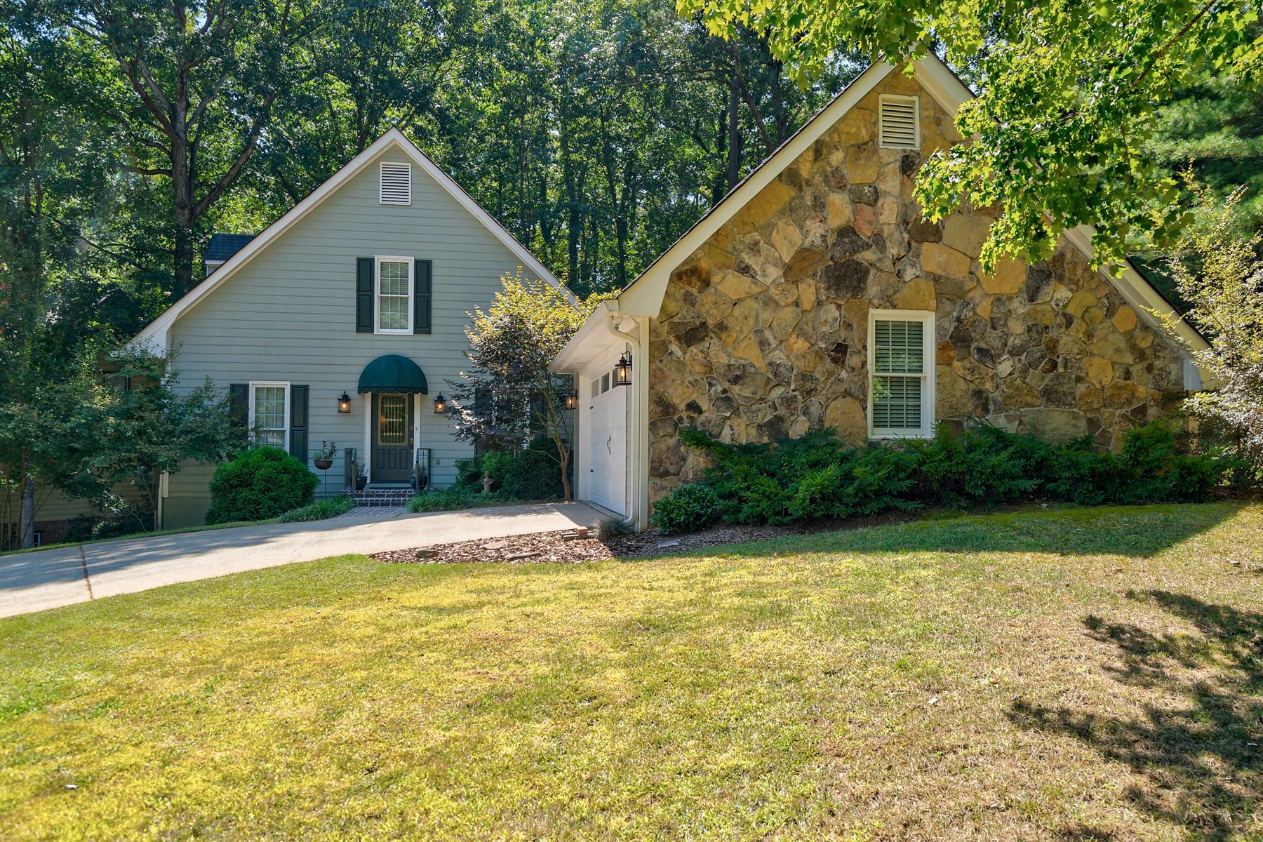 Single Family Homes のために 売買 アット Beautifully Updated In Horseshoe Bend 405 Lofty Ln, Roswell, ジョージア 30076 アメリカ