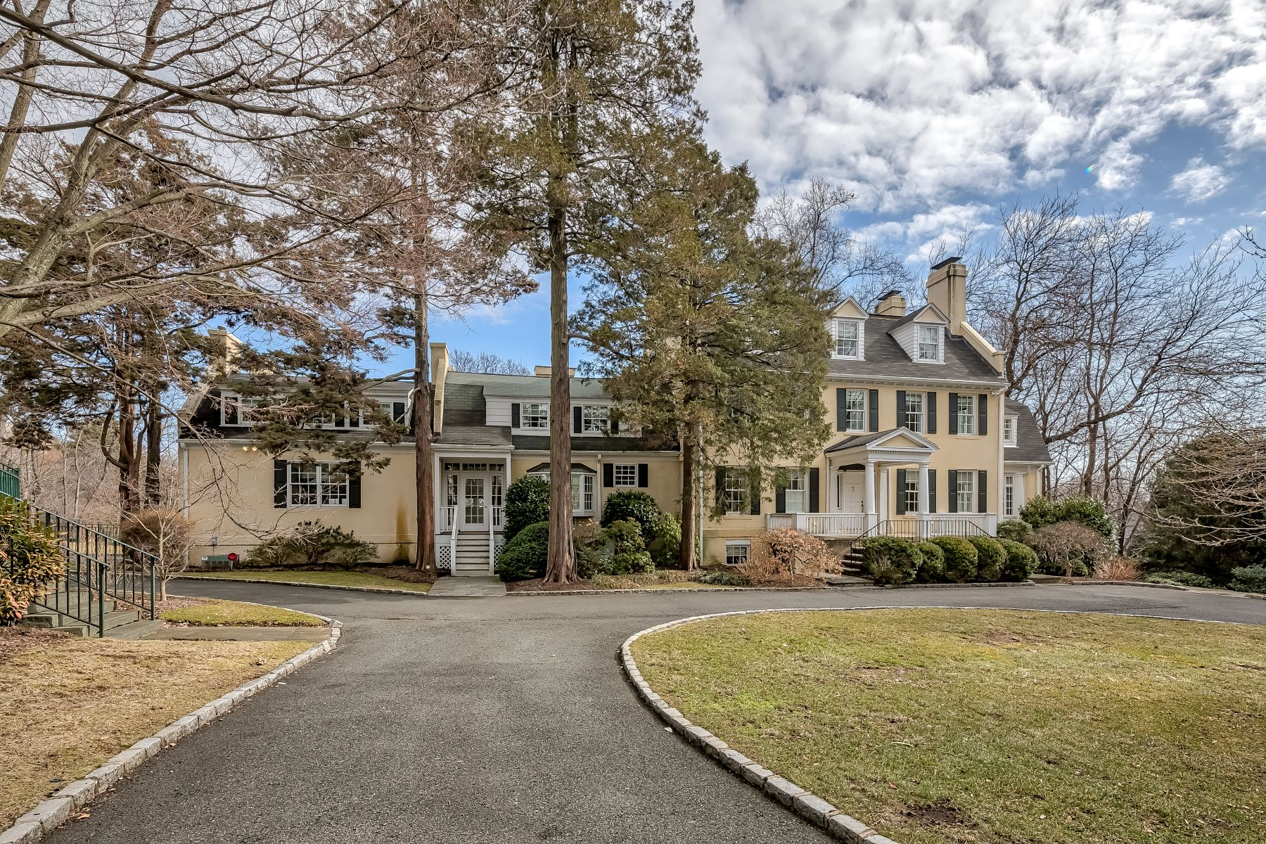 Additional photo for property listing at Elegant and Stately Colonial 175 Springfield Avenue, Summit, New Jersey 07901 Vereinigte Staaten