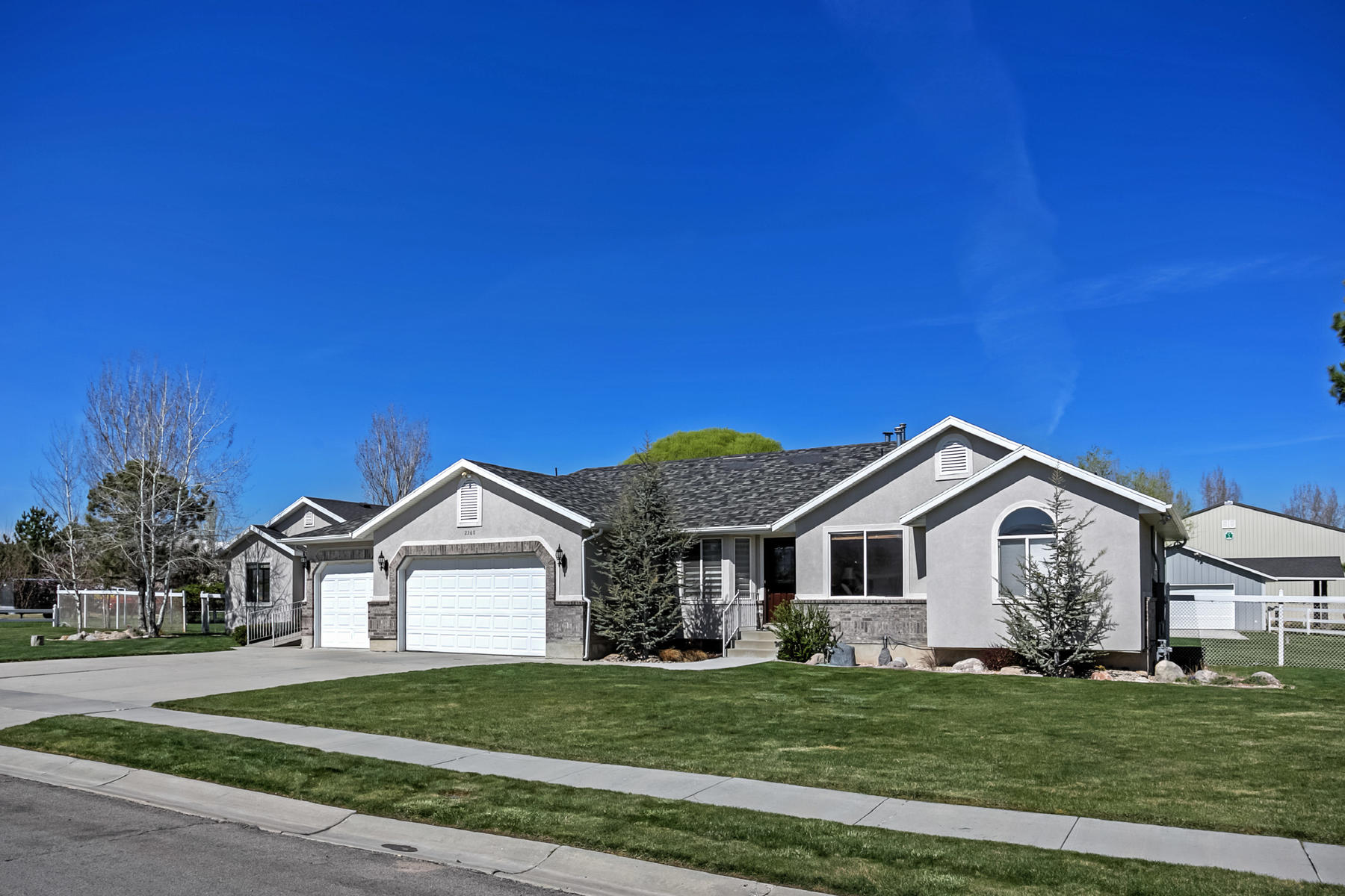 Villa per Vendita alle ore Prime Horse Property in Riverton 2268 W Bridle Way Riverton, Utah, 84065 Stati Uniti