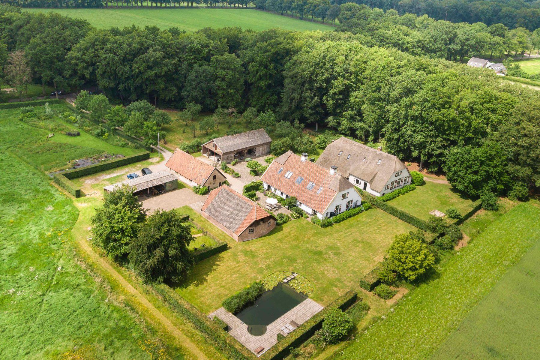 "Single Family Homes por un Venta en Farmhouse ""Groot Blankenstein"" Sandenburgerlaan 1 Doorn, Utrecht 3941 ME Países Bajos"