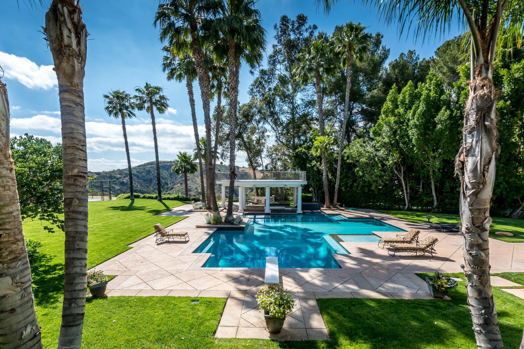 Additional photo for property listing at 19808 Sleepyhollow Ln  Tarzana, California 91356 United States