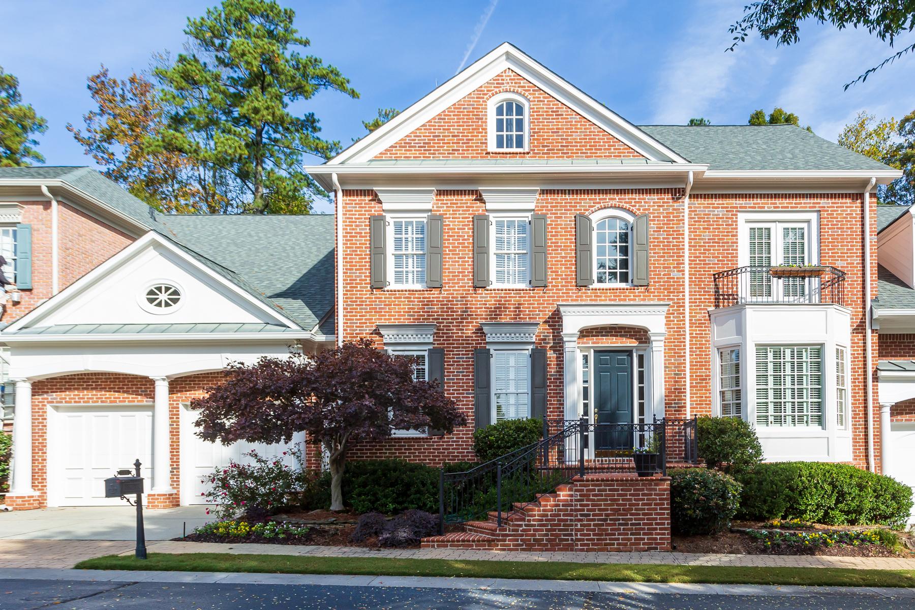townhouses pour l Vente à Elegant Executive Townhome 535 Enclave Circle, Atlanta, Georgia 30342 États-Unis