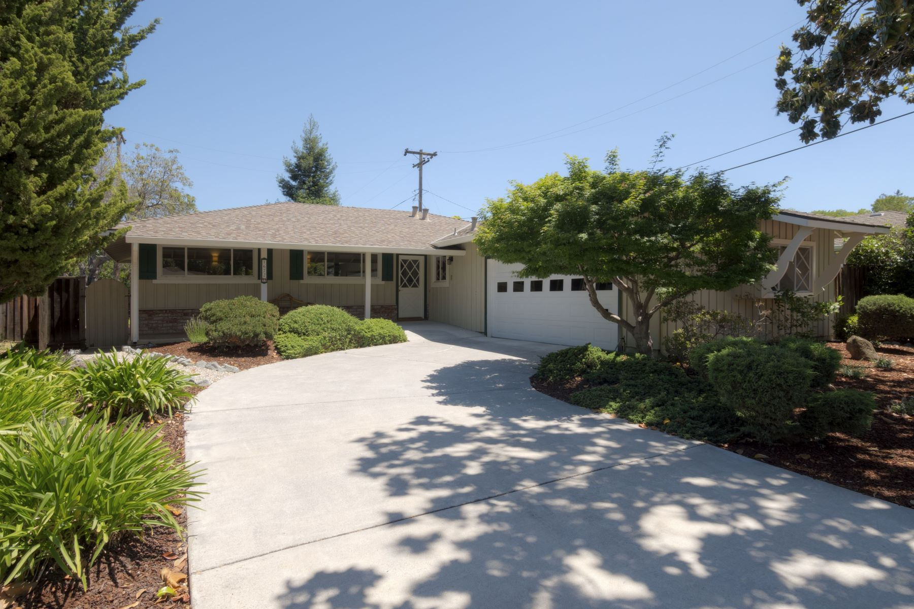 Casa Unifamiliar por un Venta en 1672 Redwing Avee Sunnyvale, California 94087 Estados Unidos