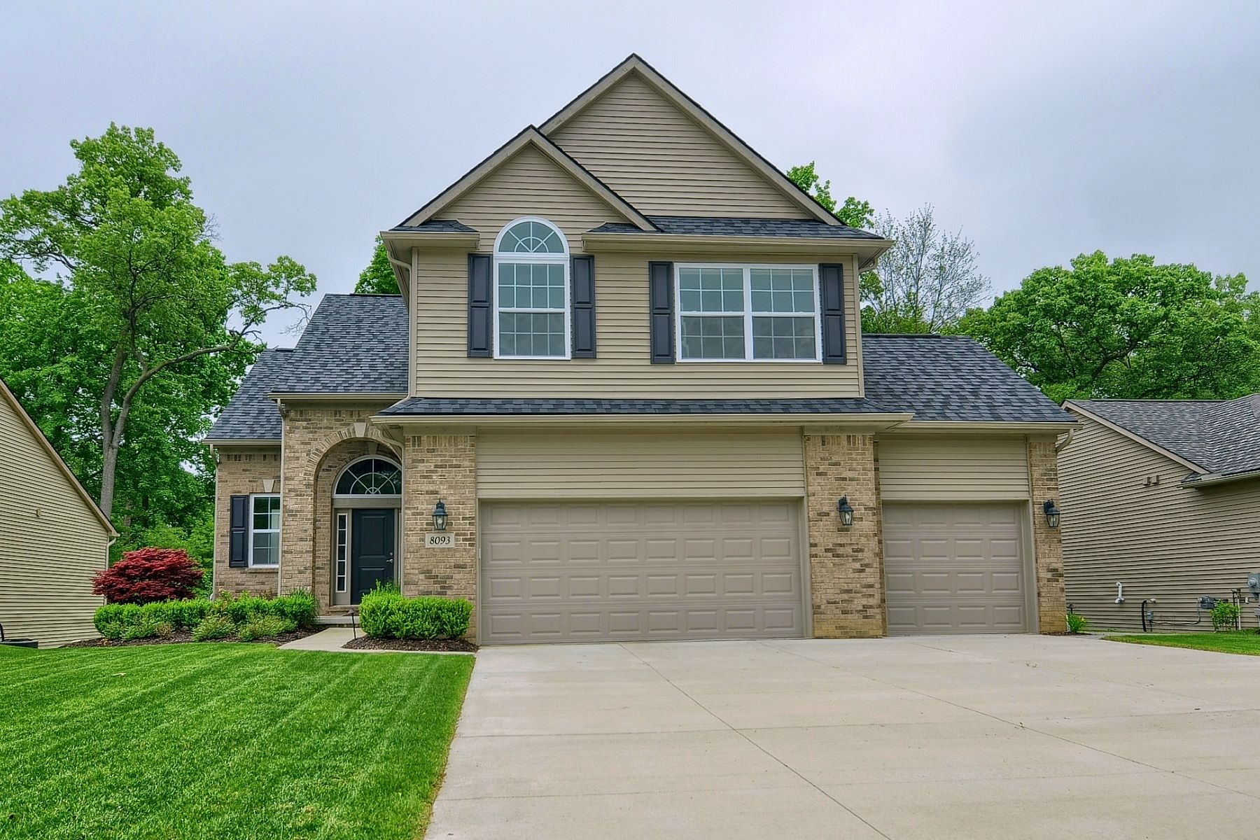 Single Family Homes for Active at 8093 Ivy Glen Park White Lake, Michigan 48386 United States