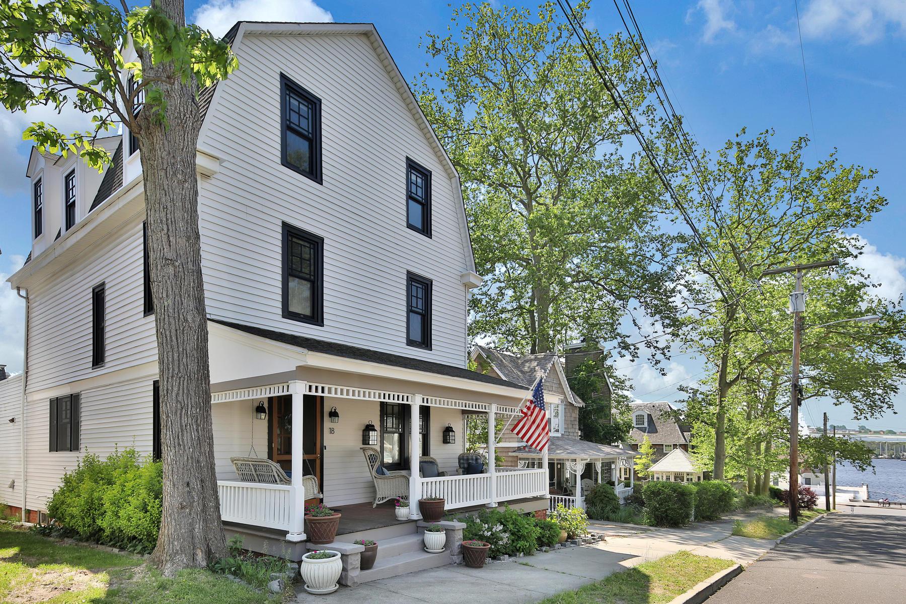 Частный односемейный дом для того Продажа на Beautiful Historic Victorian Home 18 Oak Avenue Island Heights, Нью-Джерси 08732 Соединенные Штаты