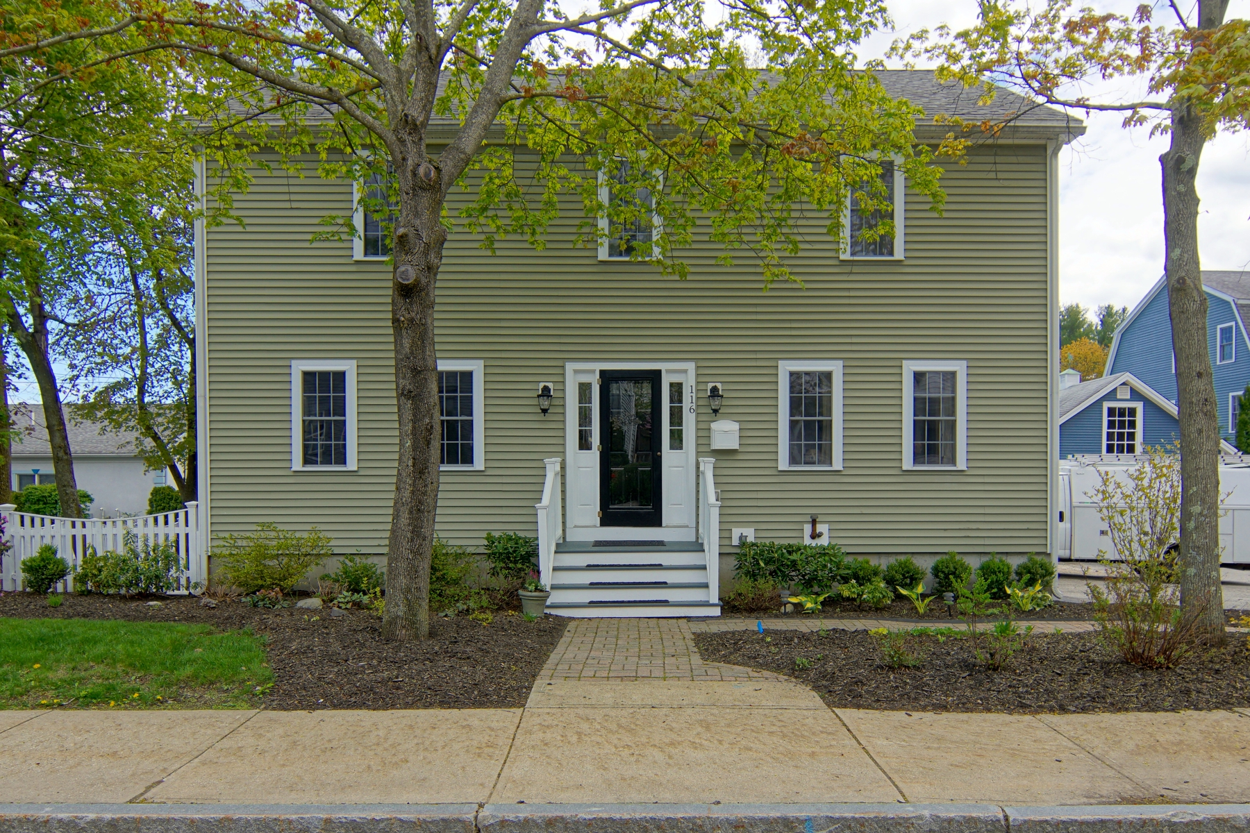 Additional photo for property listing at City Living Along the Shore of North Mill Pond 116 Dennett Street Portsmouth, New Hampshire 03801 United States