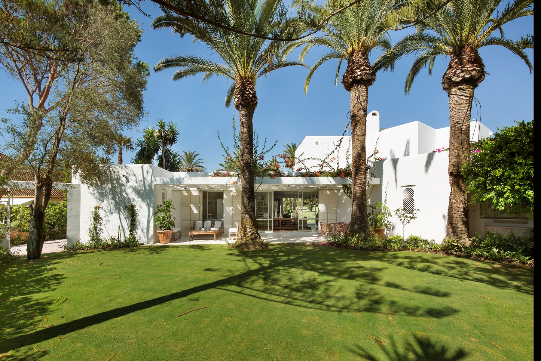 Single Family Home for Sale at La Concha Blanca Reyes y Reinas, Sotogrande, Andalucia, 11310 Spain
