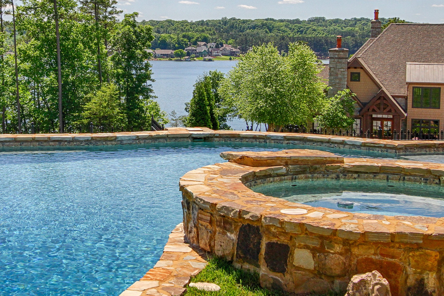 Additional photo for property listing at Breathtaking Views from WindRiver 15855 Lighthouse Pointe Drive Lenoir City, Tennessee 37772 United States