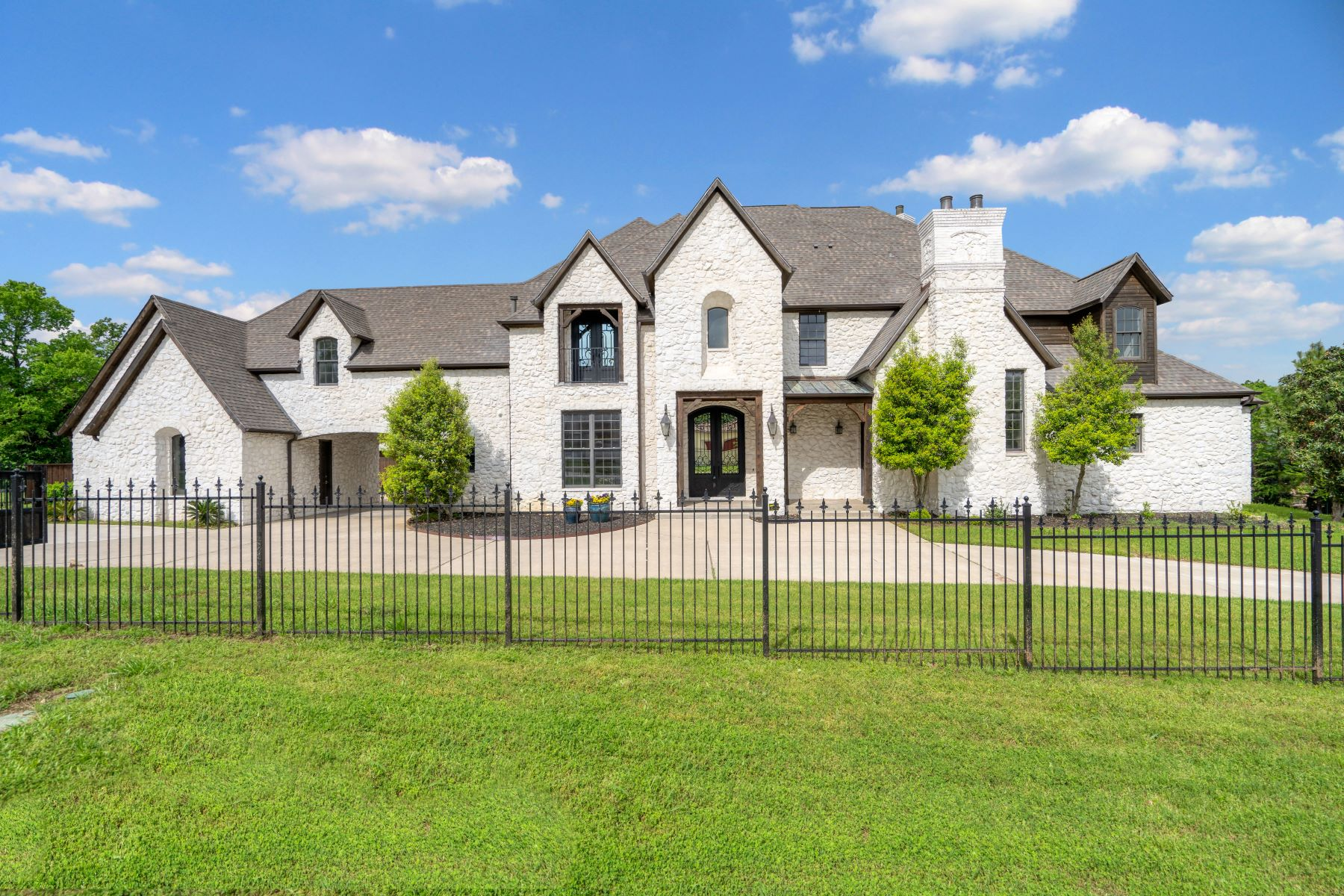 Single Family Homes for Sale at Peytonville Avenue Custom with Indoor Basketball Court! 2250 N Peytonville Avenue Southlake, Texas 76092 United States
