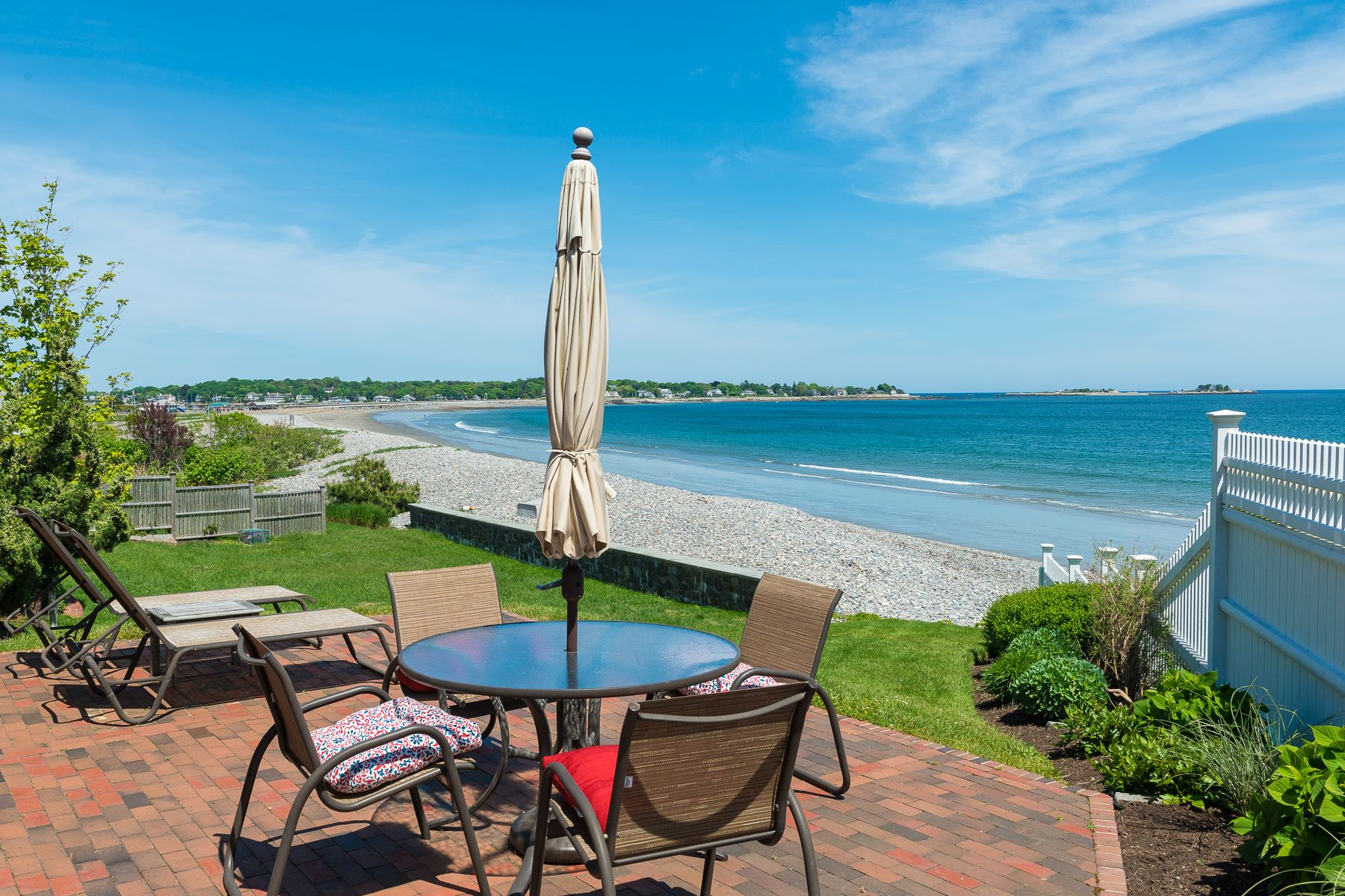Moradia para Venda às Perfect Marblehead Beach House 46 Gallison Avenue Marblehead, Massachusetts, 01945 Estados Unidos