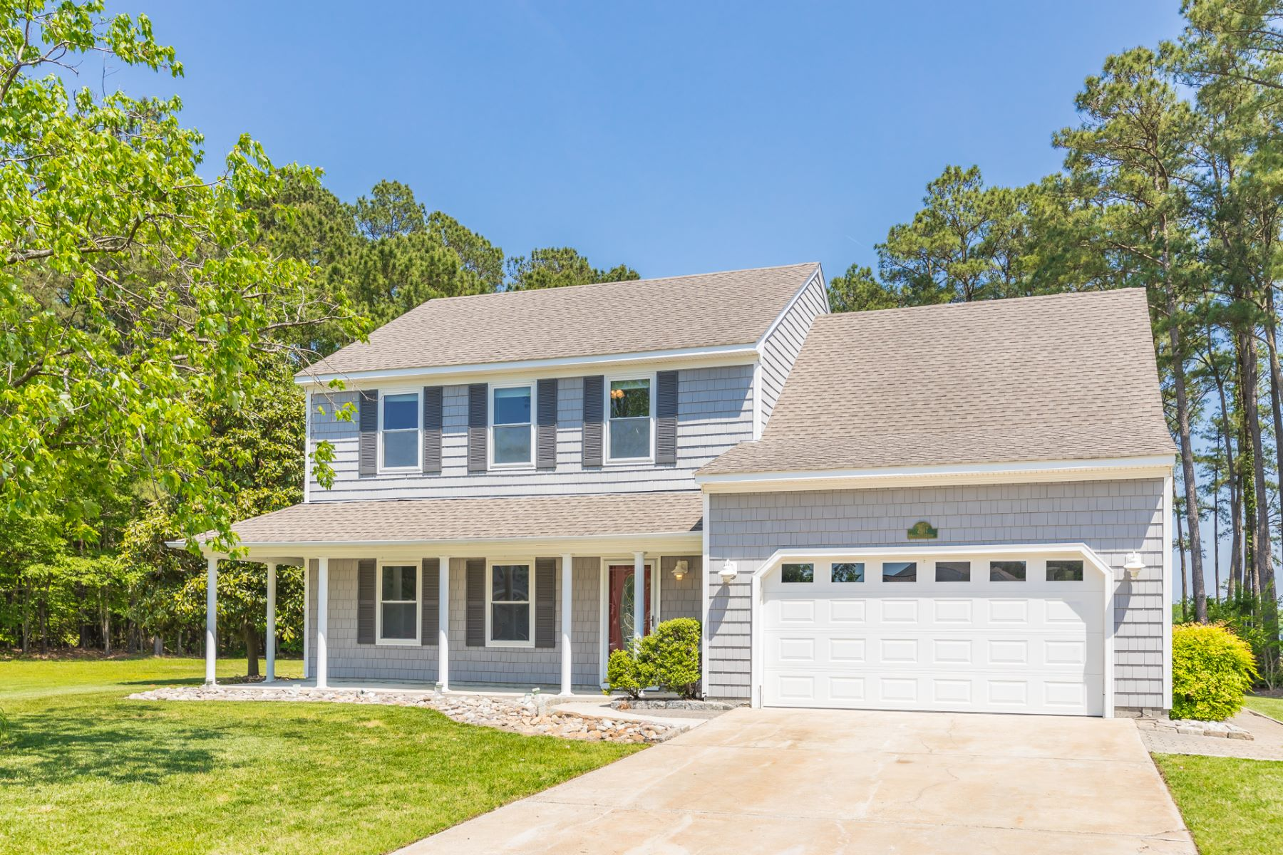 single family homes pour l Vente à DEEP CREEK 2317 Shorebird Court Chesapeake, Virginia 23323 États-Unis