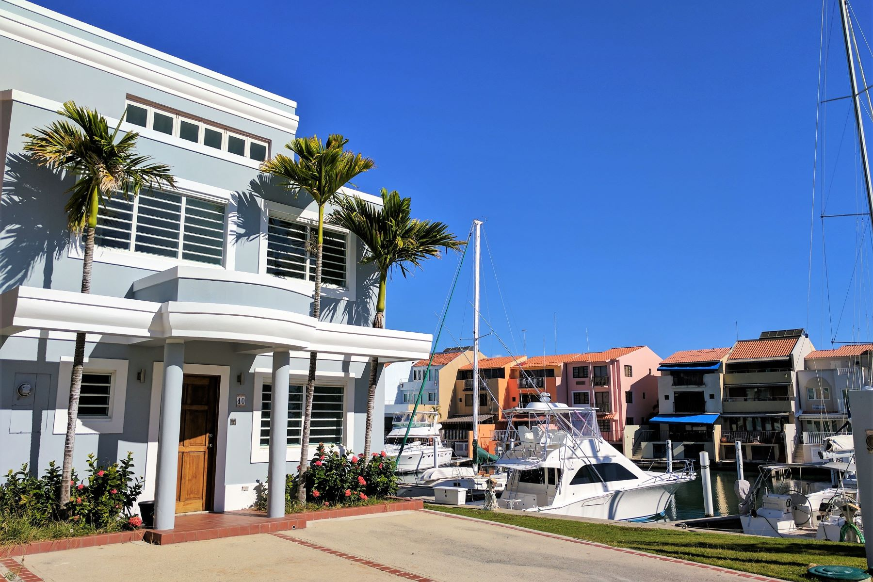 Additional photo for property listing at Waterfront Boaters Townhome at Peninsula 39 Peninsula de San Juan Palmas Del Mar, Puerto Rico 00791 Porto Rico