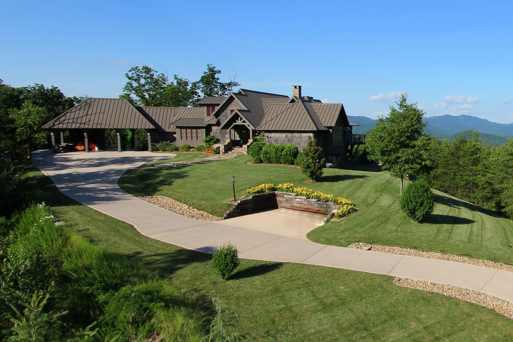 Maison unifamiliale pour l Vente à Stunning Mountain Retreat 775 Hawk View Road Townsend, Tennessee 37882 États-Unis