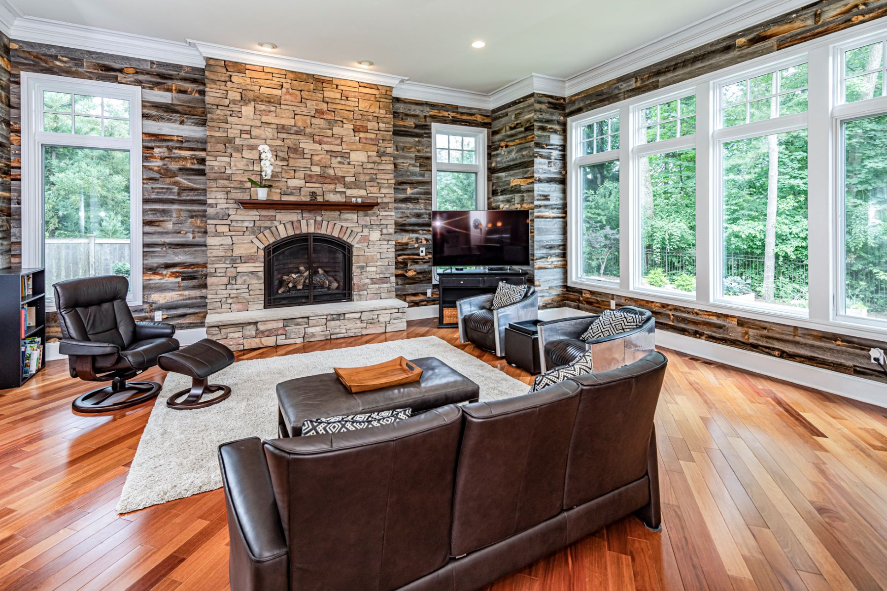 Additional photo for property listing at Revel in Rustic Sophistication 63 Greenhouse Drive, Princeton, New Jersey 08540 United States