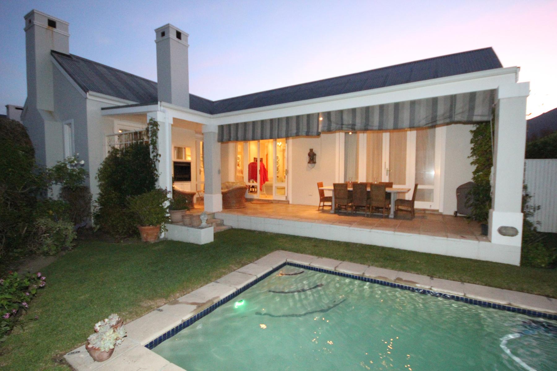 Частный односемейный дом для того Продажа на Steenberg Golf Estate Cape Town, Западно-Капская Провинция, 7945 Южная Африка