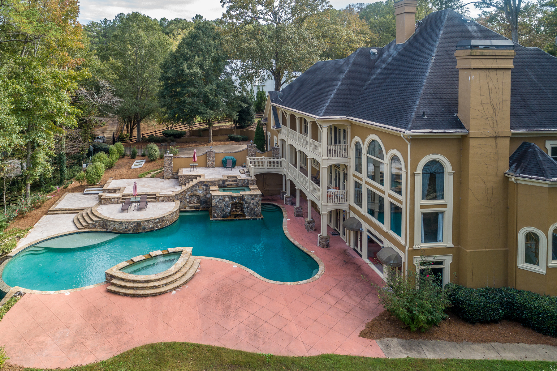 Single Family Homes para Venda às The Perfect Gated Estate Home On 3+/- Acres 2280 Hopewell Plantation Drive, Alpharetta, Geórgia 30004 Estados Unidos