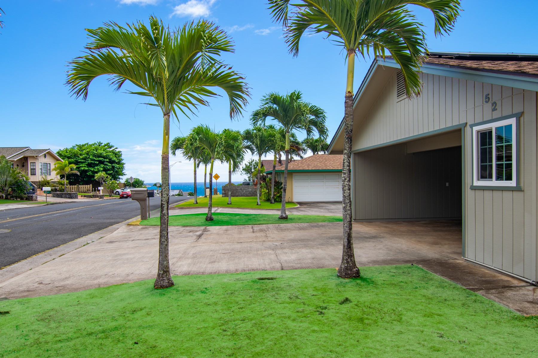 独户住宅 为 销售 在 Ocean breezes from this single level home in Oceanview Estates 52 Hoauna Street 怀卢库, 夏威夷 96793 美国