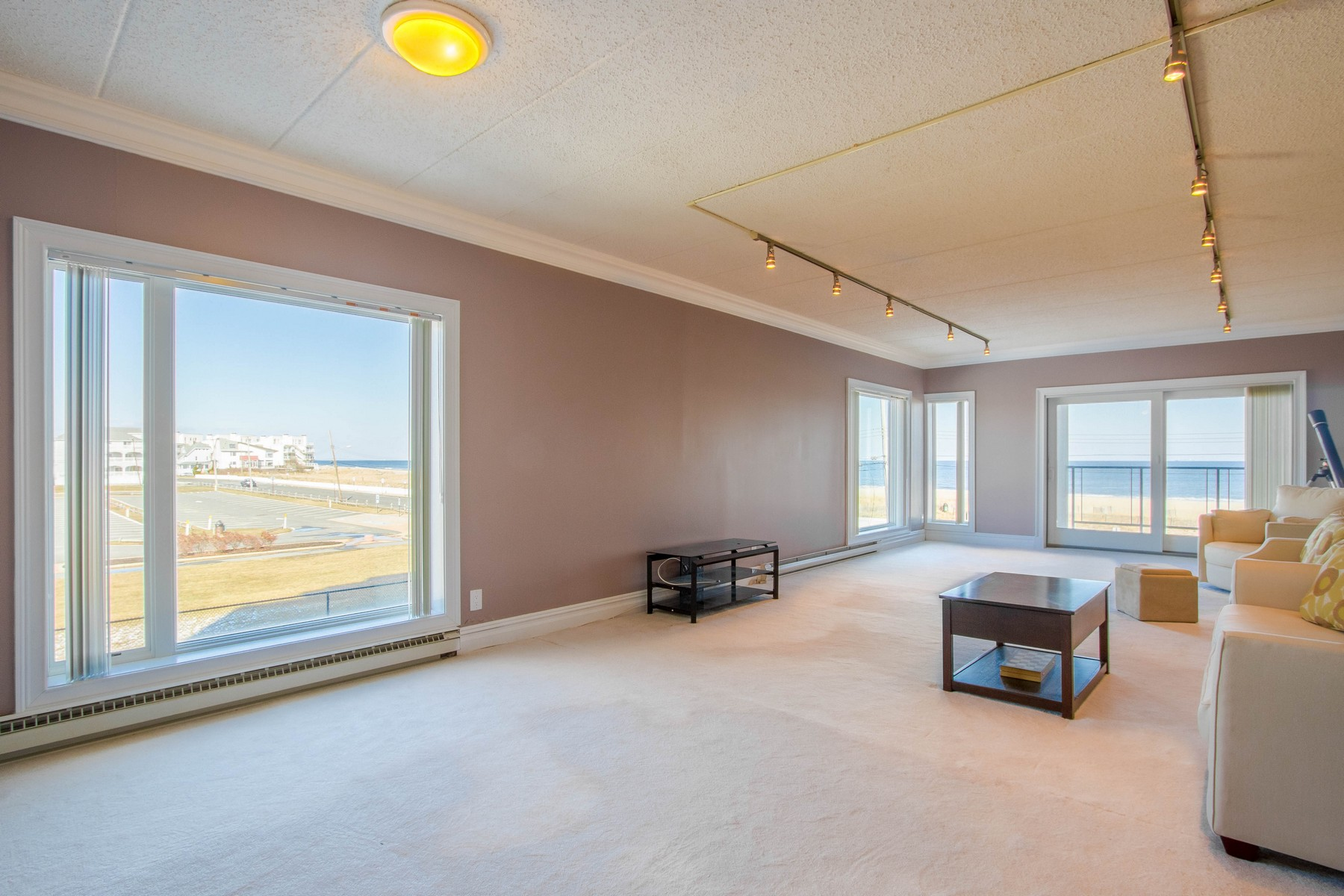 Appartement en copropriété pour l Vente à LIVE THE OCEANFRONT DREAM 388 N Ocean Ave #2A, Long Branch, New Jersey 07740 États-Unis