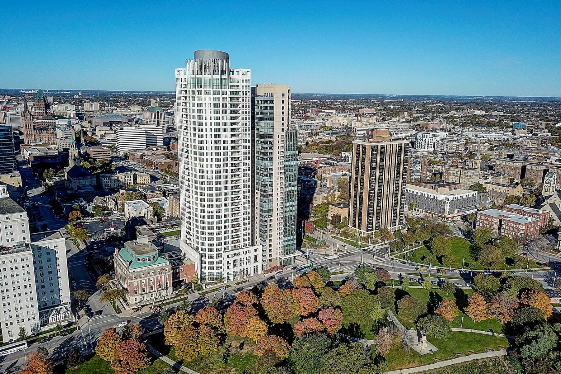 Condominiums for Active at University Club Tower 825 N Prospect Ave Unit 3101 Milwaukee, Wisconsin 53202 United States