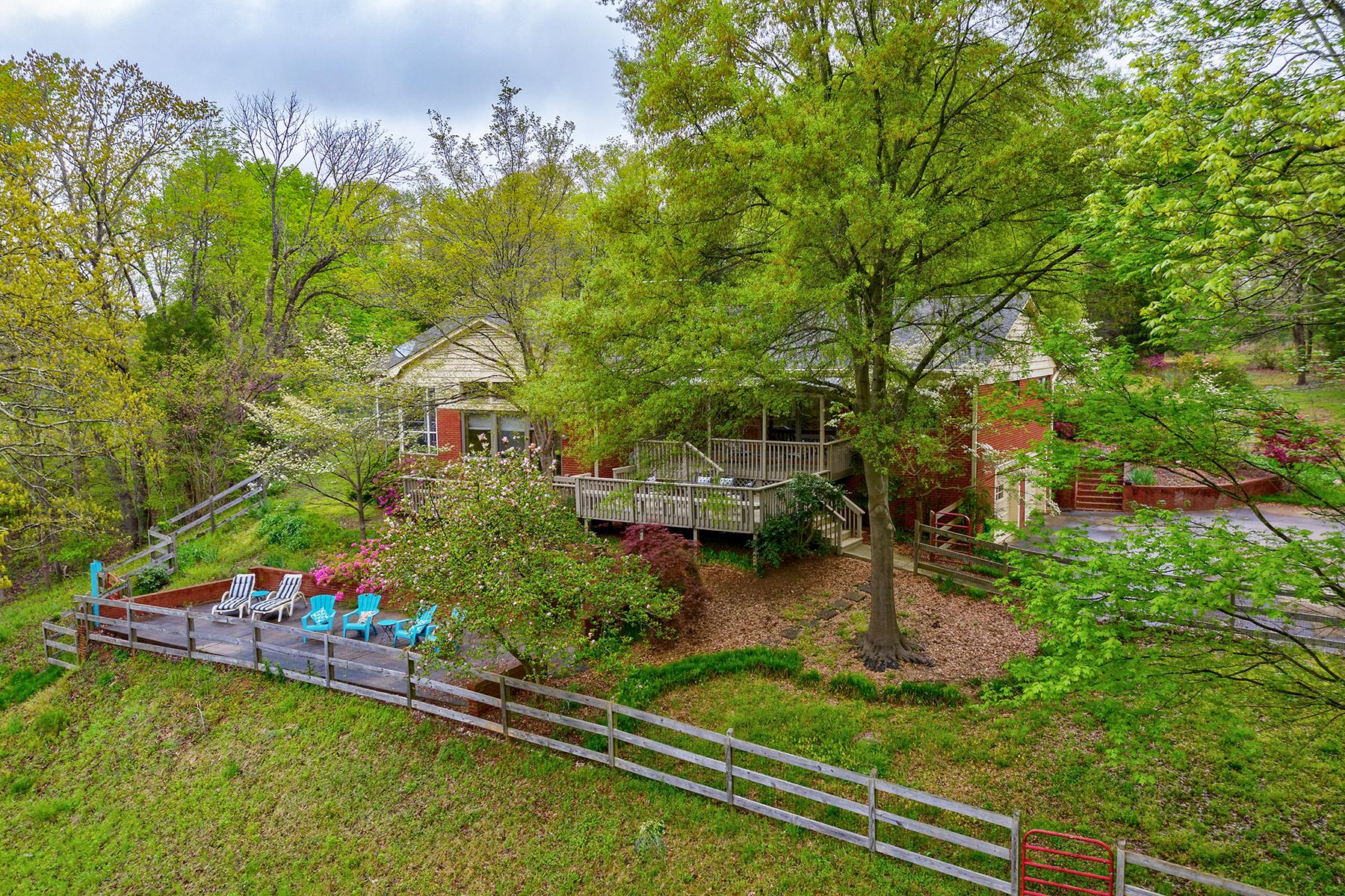 Single Family Homes για την Πώληση στο 8700 Dixie Dr, Charlotte, Βορεια Καρολινα 28278 Ηνωμένες Πολιτείες