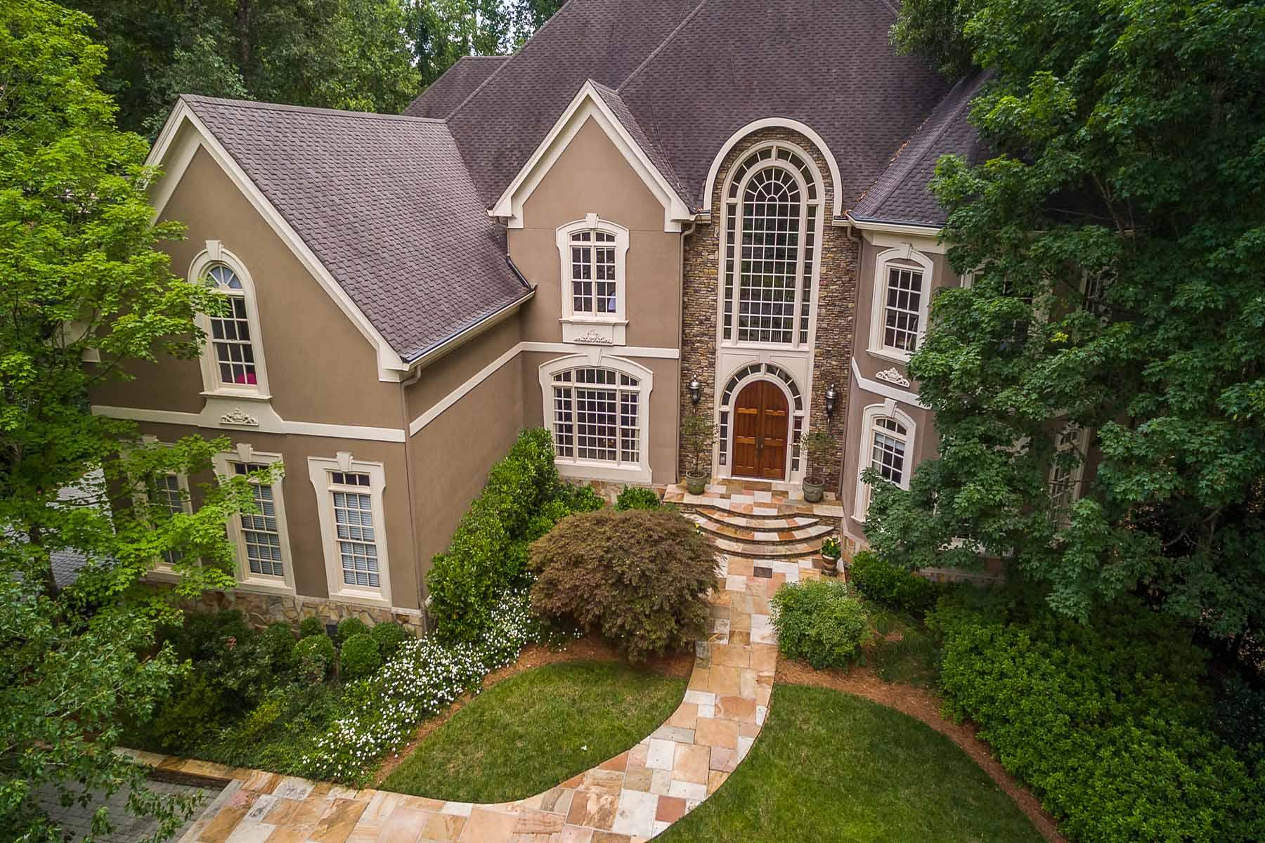 Maison unifamiliale pour l Vente à One Acre River Lot With Beautiful Views 5415 Chelsen Wood Drive Johns Creek, Georgia, 30097 États-Unis