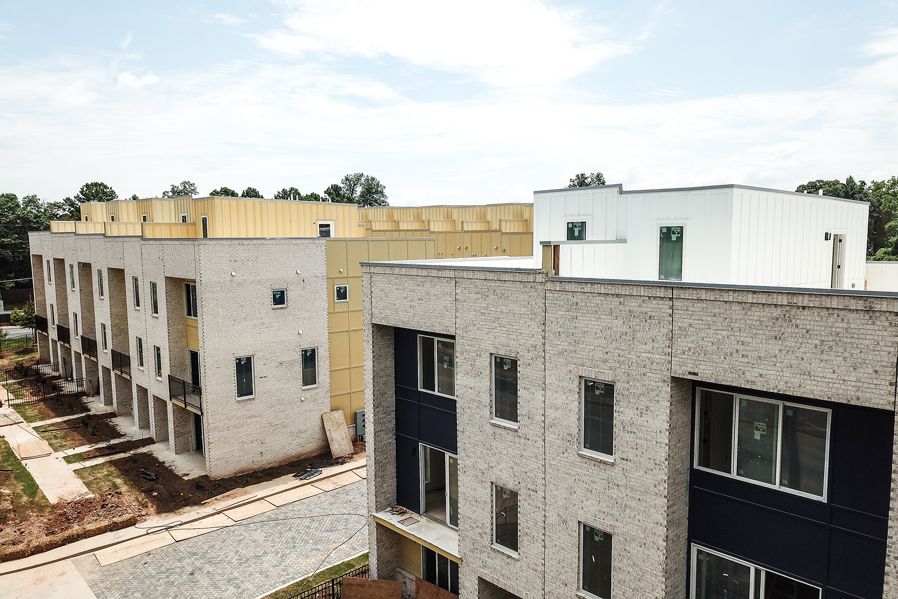 Additional photo for property listing at 62 Modern and Innovative Townhomes Featuring Rooftop Decks 2029 Memorial Drive #2 Atlanta, 조지아 30317 미국