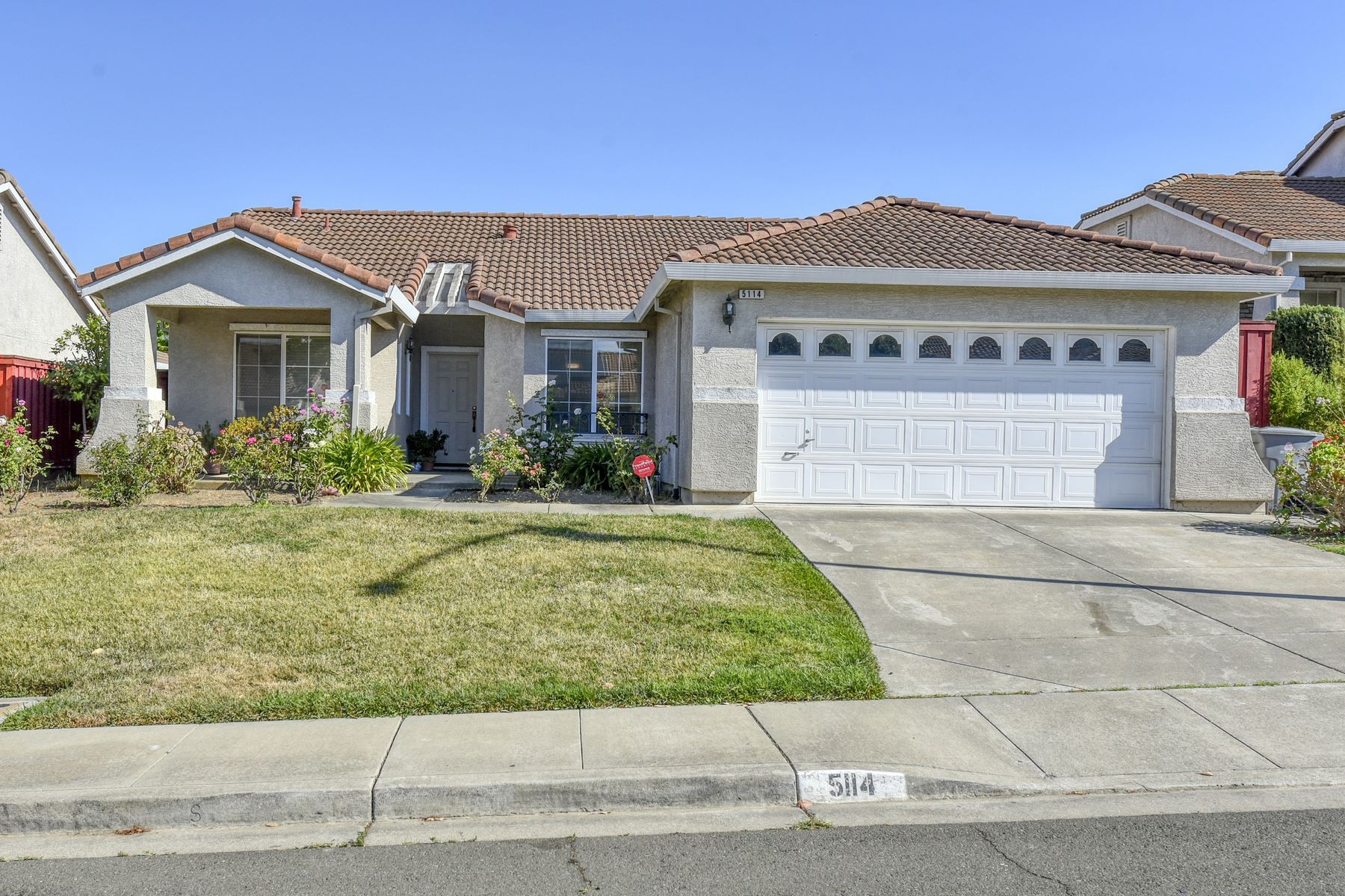 Single Family Homes 为 销售 在 Highly Desirable Blue Rock Hills Home 5114 Zinfandel Lane Vallejo, 加利福尼亚州 94591 美国