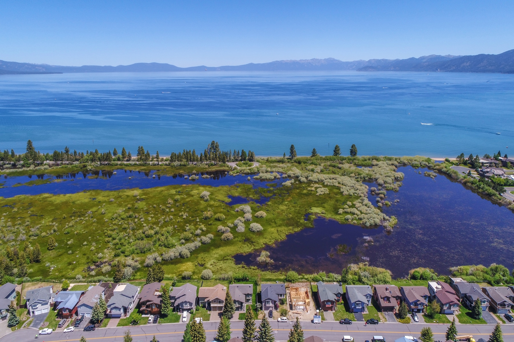 Additional photo for property listing at 1680 Venice Drive, South Lake Tahoe Ca 96150 1680 Venice Drive South Lake Tahoe, California 96150 United States