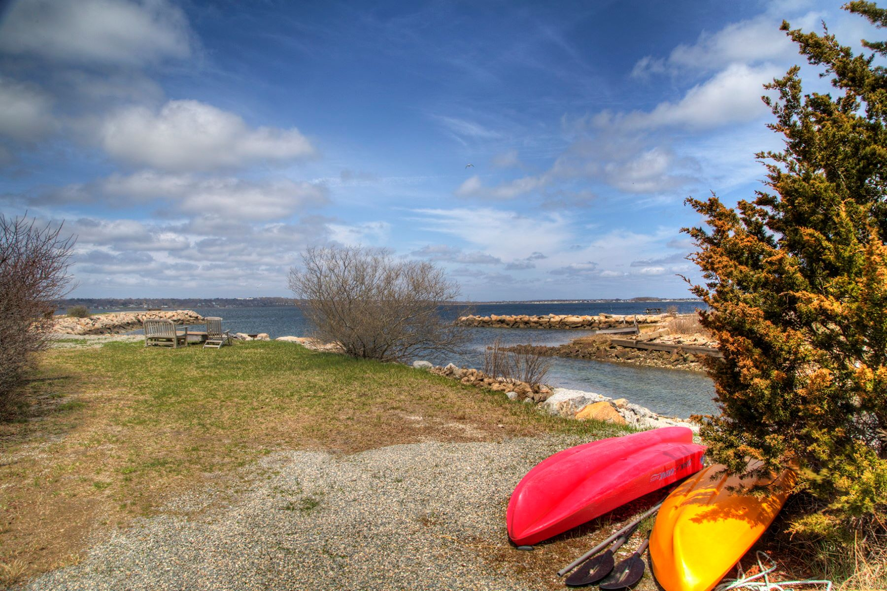 Additional photo for property listing at Boater's Paradise - Sakonnet Waterfront 451 Seapowet Avenue 蒂弗顿, 罗得岛 02878 美国