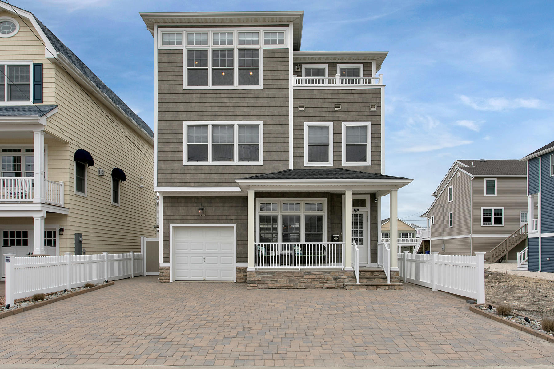 Casa Unifamiliar por un Venta en Custom Built Beach Block Home 36 Fort Avenue Ortley Beach, Nueva Jersey 08751 Estados Unidos