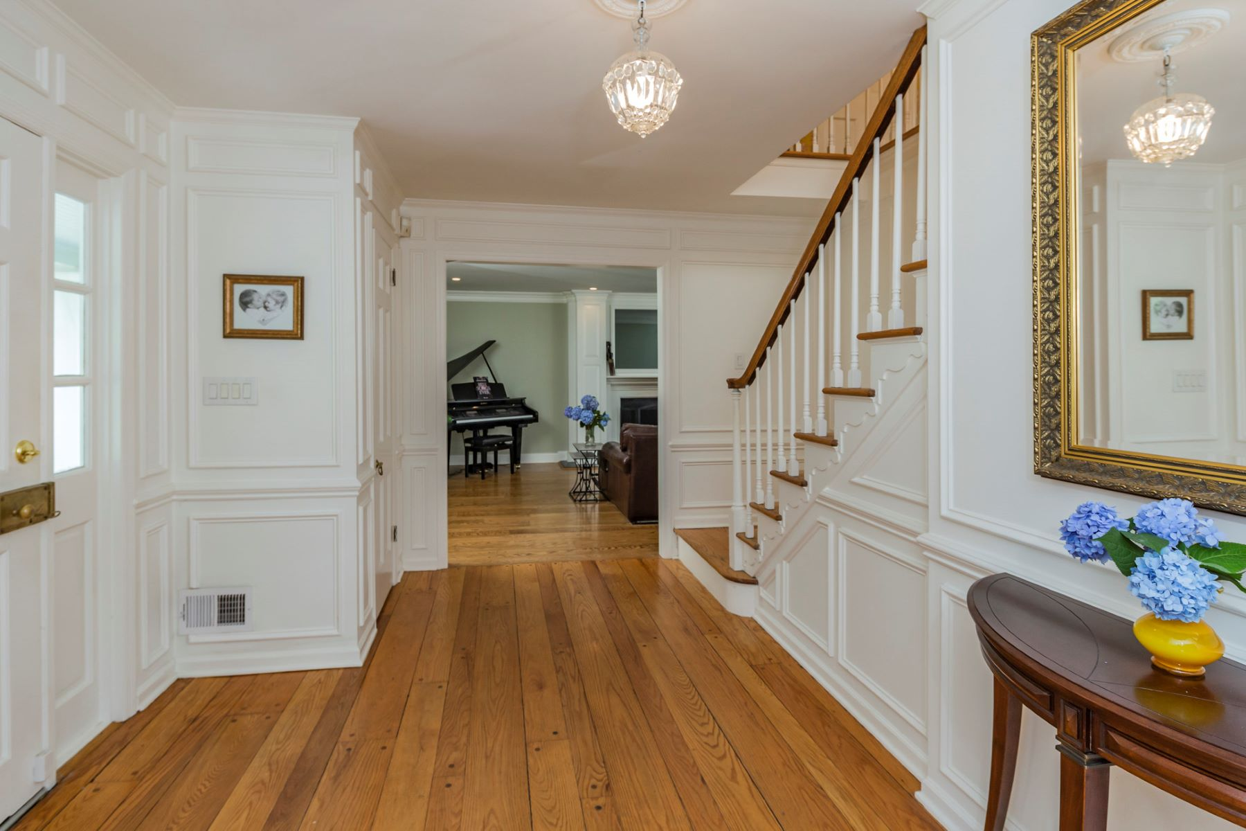 Additional photo for property listing at Stunning Cul-De-Sac Home Wrapped in Leafy Privacy 135 Crestview Drive Princeton, New Jersey 08540 United States