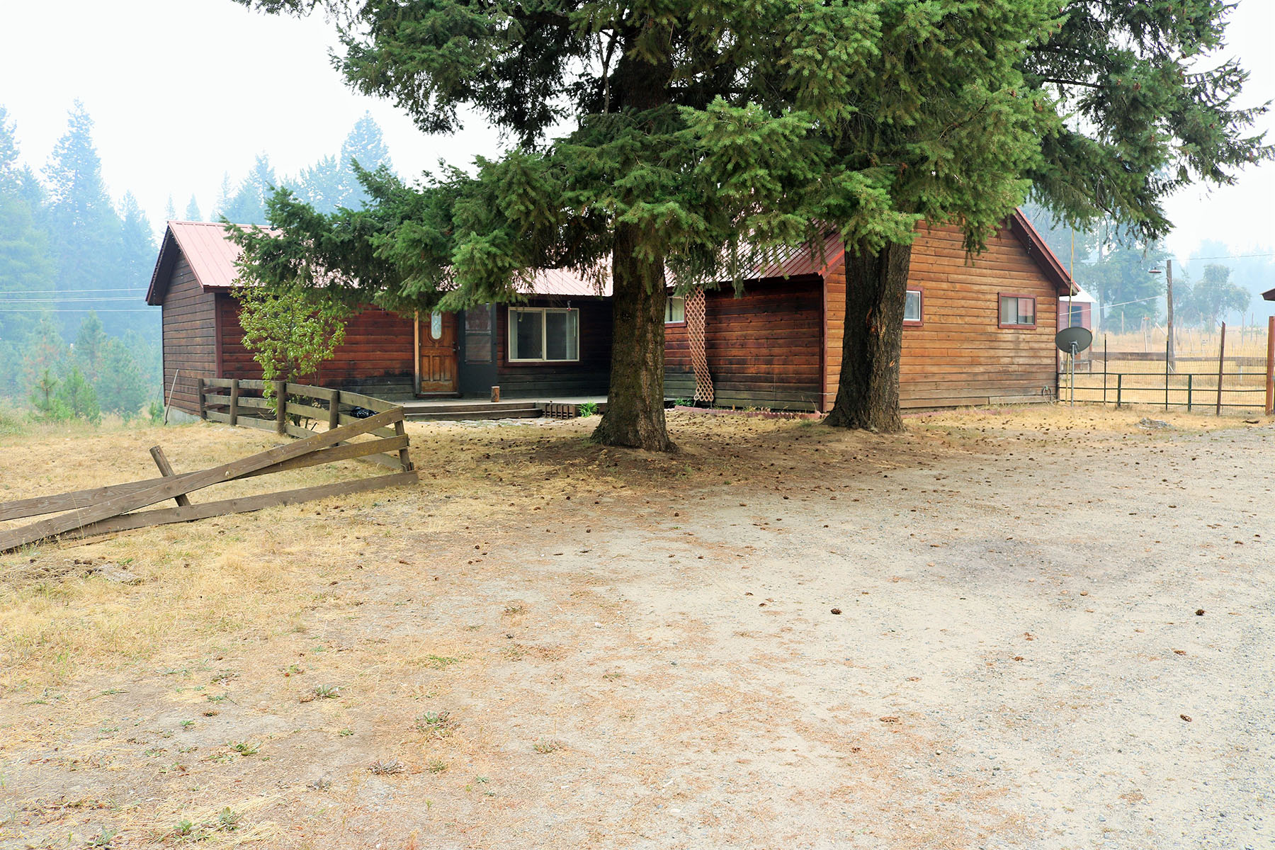 Nhà ở một gia đình vì Bán tại 1608 sq/ft home on 10.35 acres just south of Sandpoint! 228 Dufort Rd, Sagle, Idaho, 83860 Hoa Kỳ