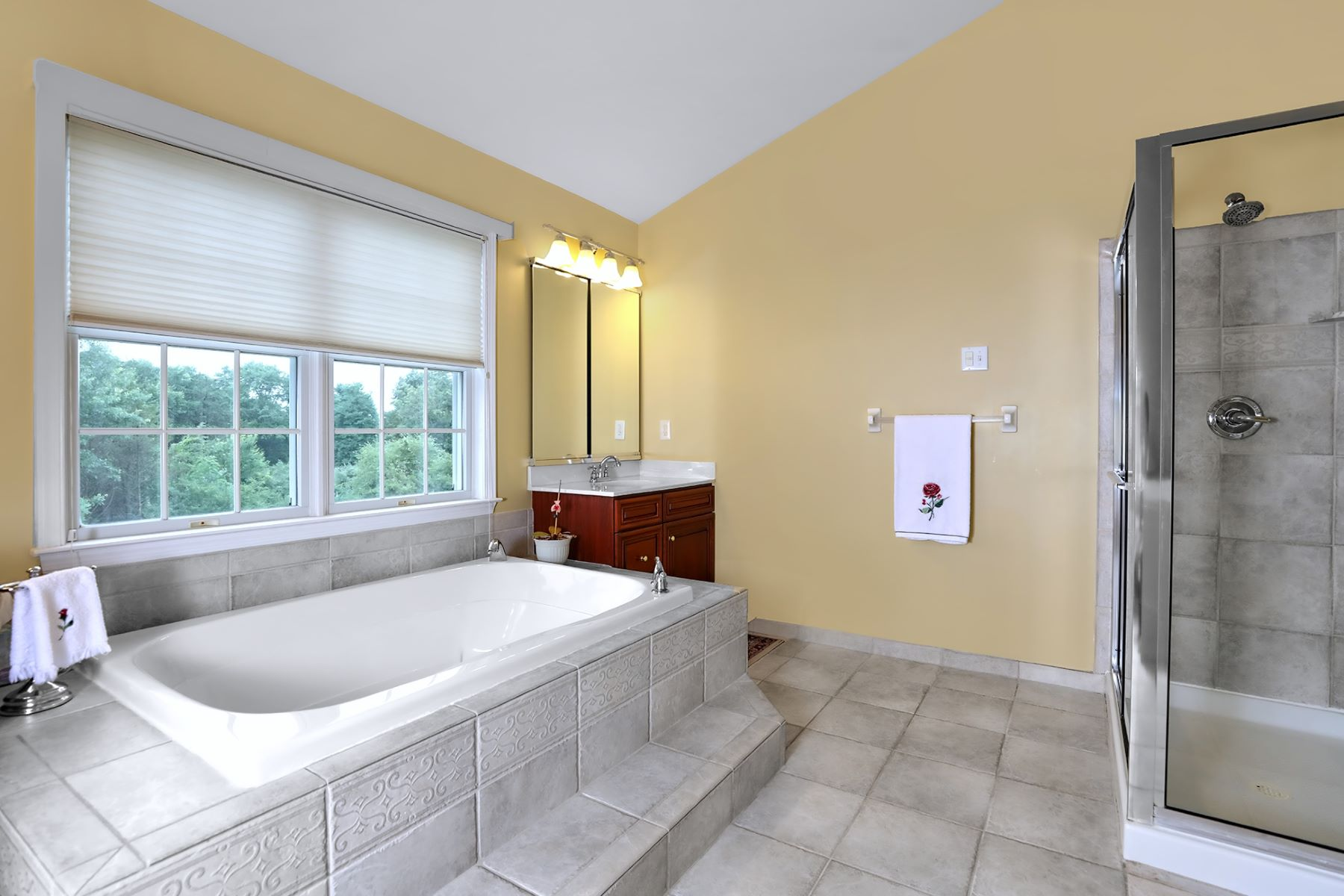 Additional photo for property listing at A True Beauty in Hopewell Hunt 1 Caroline Drive, Princeton, New Jersey 08540 United States