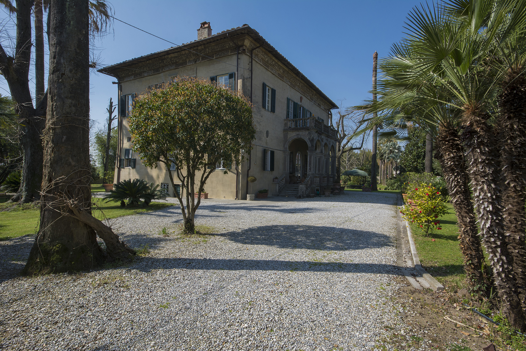 Additional photo for property listing at Romantic villa in the countryside between Lucca and Pisa Molina di Quosa Pisa, Pisa 56017 Italy